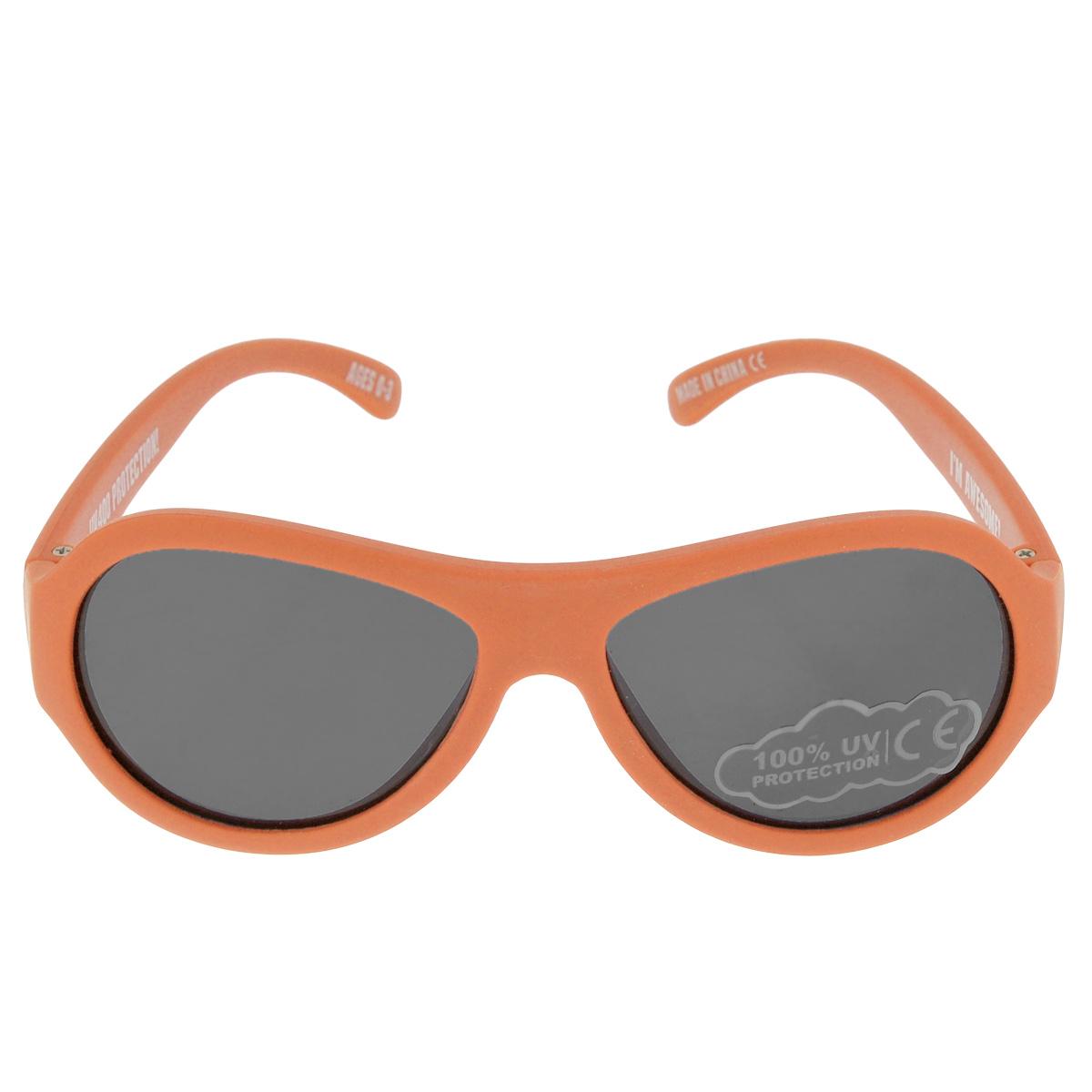 Детские солнцезащитные очки Babiators Ух ты! (OMG!), цвет: оранжевый, 0-3 летBAB-075Вы делаете все возможное, чтобы ваши дети были здоровы и в безопасности. Шлемы для езды на велосипеде, солнцезащитный крем для прогулок на солнце... Но как насчёт влияния солнца на глаза вашего ребёнка? Правда в том, что сетчатка глаза у детей развивается вместе с самим ребёнком. Это означает, что глаза малышей не могут отфильтровать УФ-излучение. Проблема понятна - детям нужна настоящая защита, чтобы глазки были в безопасности, а зрение сильным. Каждая пара солнцезащитных очков Babiators для детей обеспечивает 100% защиту от UVA и UVB. Прочные линзы высшего качества не подведут в самых сложных переделках. В отличие от обычных пластиковых очков, оправа Babiators выполнена из гибкого прорезиненного материала, что делает их ударопрочными, их можно сгибать и крутить - они не сломаются и вернутся в прежнюю форму. Не бойтесь, что ребёнок сядет на них - они всё выдержат. Будьте уверены, что очки Babiators созданы безопасными, прочными и классными, так что вы и ваш ребенок можете...