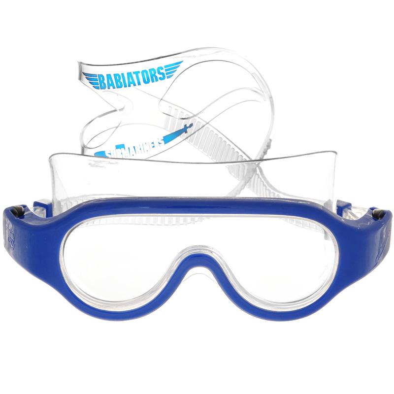 Детские очки для плавания Babiators Submariners. Angels, цвет: синий, 3-6 летBAB-068Стильные детские очки для плавания Babiators Submariners. Angels будут незаменимы для ваших детей во время плавания в бассейне. Линзы очков изготовлены из ударопрочного поликарбоната со специальным покрытием антифог, которое предотвращает запотевание линз. Линзы вдобавок защитят глаза от ультрафиолета. Ремешок для головы выполнен из силикона, что обеспечит ребенку комфорт во время плавания. Длина ремешка очень просто регулируется нажатием одной кнопки, так что дети полюбят их носить, а оригинальный чехол в виде подводной лодки пригодится, чтобы брать очки с собой. Очки для плавания Babiators Submariners. Angels выпускаются в одном размере, который подходит для большинства малышей и детей в возрасте 3-6 лет.