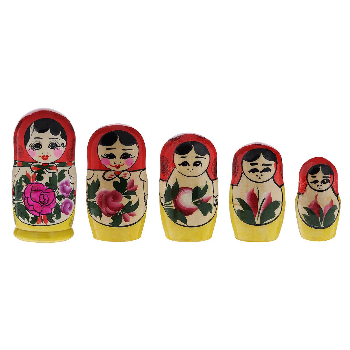 Набор матрешек Василиса Семеновская, 5 кукол, высота 18 см. Ручная работамкл5с1Матрешки Василиса Семеновская - один из самых популярных русских сувениров для подарка на любой случай и вкус. Сочные краски, старинный хохломской орнамент роскошных цветов создают праздничное настроение. Она по-прежнему вызывает восторг у наших соотечественников и иностранцев. Ведь открывать таких кукол «с сюрпризом» очень нравится и детям, и не менее любопытным взрослым. Малыши с помощью чудесной игрушки получают свои первые представления о форме, цвете и величине предметов, о количестве и делении целого на части. Взрослым расписную матрешку принято дарить на счастье, удачу и финансовое благополучие. Все матрешки изготовлены из липы, очень нарядны и декоративны. Сочные краски создают праздничное настроение. Каждая куколка расписана вручную, неповторима и оригинальна. Порадуйте своих друзей и близких этим замечательным подарком!