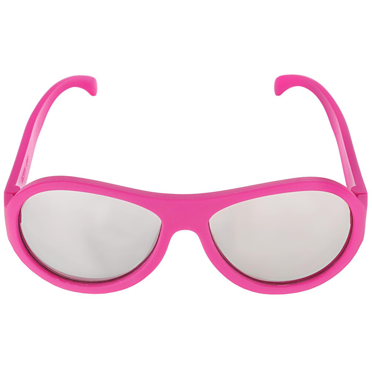 Детские солнцезащитные очки Babiators Поп-звезда (Popstar), зеркальные линзы, цвет: розовый, 7-14 летACE-005Вы делаете все возможное, чтобы ваши дети были здоровы и в безопасности. Шлемы для езды на велосипеде, солнцезащитный крем для прогулок на солнце... Но как насчет влияния солнца на глаза вашего ребенка? Правда в том, что сетчатка глаза у детей развивается вместе с самим ребенком. Это означает, что глаза малышей не могут отфильтровать УФ-излучение. Проблема понятна - детям нужна настоящая защита, чтобы глазки были в безопасности, а зрение сильным. Каждая пара солнцезащитных очков Babiators для детей обеспечивает 100% защиту от UVA и UVB. Прочные линзы высшего качества из поликарбоната с зеркальным покрытием не подведут в самых сложных переделках. В отличие от обычных пластиковых очков, оправа Babiators выполнена из гибкого прорезиненного материала (термопластичного эластомера), что делает их ударопрочными, их можно сгибать и крутить - они не сломаются и вернутся в прежнюю форму. Не бойтесь, что ребенок сядет на них - они все выдержат. ...