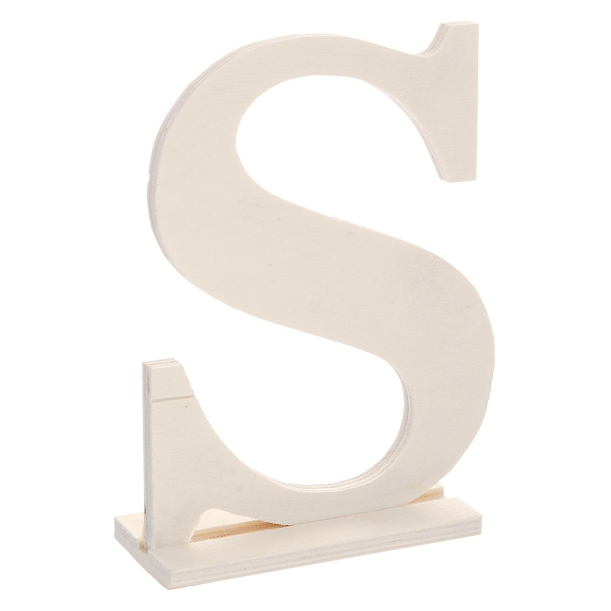 Заготовка для декупажа ScrapBerrys Буква S 10 x 4 x 15 смSCB350223Заготовка ScrapBerrys Буква S изготовлена из фанеры и предназначена для занятий декупажом. Она является хорошим объектом для творчества и прекрасным подарком для юных художников, так как материал фанера хорошо подходит для раскраски красками, отделки бисером или другими утварями художников. Декупаж - техника декорирования различных предметов, основанная на присоединении рисунка, картины или орнамента (обычного вырезанного) к предмету, и, далее, покрытии полученной композиции лаком ради эффектности, сохранности и долговечности.