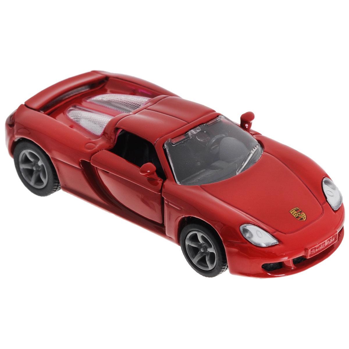 Siku Модель автомобиля Porsche Carrera GTGT 1001_красныйКоллекционная модель Siku Porsche Carrera GT выполнена в виде точной копии одноименного автомобиля фирмы Porsche. Такая модель понравится не только ребенку, но и взрослому коллекционеру, и приятно удивит вас высочайшим качеством исполнения. Модель выполнена из металла с элементами из пластика; прорезиненные колеса крутятся. Передние двери машинки открываются. Отличный подарок для любителей автомобилей!