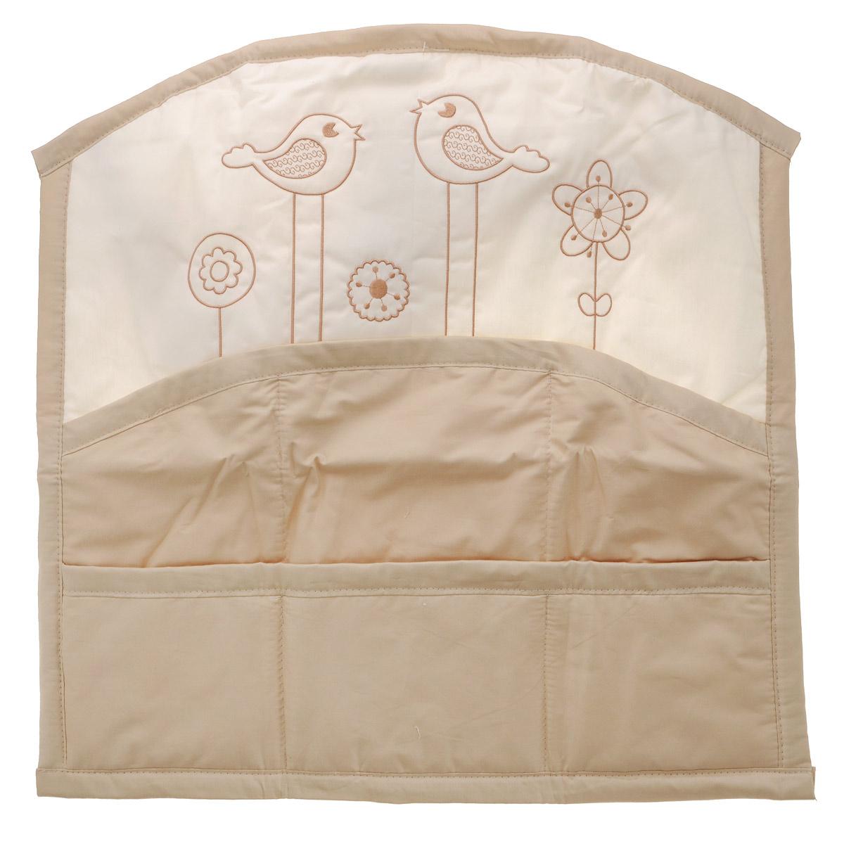 Карман на кроватку Fairy Волшебная полянка, цвет: белый, бежевый, 59 см х 60 см1017.13Карман на кроватку Fairy Волшебная полянка изготовлен из натурального 100% хлопка с наполнителем из полиэстера. Изделие оборудовано шестью вместительными кармашками и предназначено для хранения самых необходимых вещей малыша (игрушки, соски, бутылочки, подгузников или пеленки) и создания благоприятного эмоционального фона детской комнаты. С помощью текстильных веревочек, карман можно привязывать к спинке кроватки, как с внешней, так и с внутренней стороны. Общий размер изделия: 59 см х 60 см. Средний размер кармашков: 17 см х 18 см.