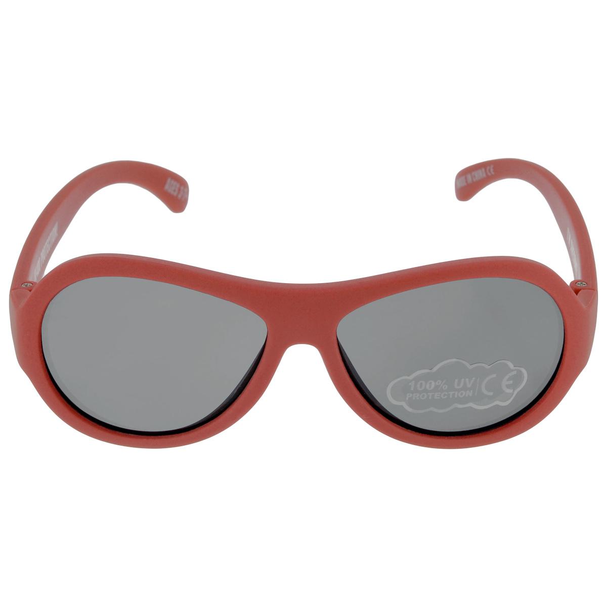 Детские солнцезащитные очки Babiators Рок-звезда (Rockstar), цвет: красный, 3-7 летBAB-007Вы делаете все возможное, чтобы ваши дети были здоровы и в безопасности. Шлемы для езды на велосипеде, солнцезащитный крем для прогулок на солнце... Но как насчёт влияния солнца на глаза вашего ребёнка? Правда в том, что сетчатка глаза у детей развивается вместе с самим ребёнком. Это означает, что глаза малышей не могут отфильтровать УФ-излучение. Проблема понятна - детям нужна настоящая защита, чтобы глазки были в безопасности, а зрение сильным. Каждая пара солнцезащитных очков Babiators для детей обеспечивает 100% защиту от UVA и UVB. Прочные линзы высшего качества не подведут в самых сложных переделках. В отличие от обычных пластиковых очков, оправа Babiators выполнена из гибкого прорезиненного материала, что делает их ударопрочными, их можно сгибать и крутить - они не сломаются и вернутся в прежнюю форму. Не бойтесь, что ребёнок сядет на них - они всё выдержат. Будьте уверены, что очки Babiators созданы безопасными, прочными и классными, так что вы и ваш ребенок можете...