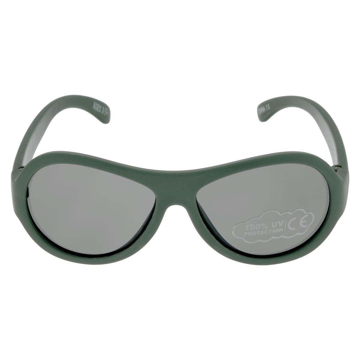 Детские солнцезащитные очки Babiators Морпех (Marine), цвет: зеленый, 3-7 летBAB-077Вы делаете все возможное, чтобы ваши дети были здоровы и в безопасности. Шлемы для езды на велосипеде, солнцезащитный крем для прогулок на солнце... Но как насчёт влияния солнца на глаза вашего ребёнка? Правда в том, что сетчатка глаза у детей развивается вместе с самим ребёнком. Это означает, что глаза малышей не могут отфильтровать УФ-излучение. Проблема понятна - детям нужна настоящая защита, чтобы глазки были в безопасности, а зрение сильным. Каждая пара солнцезащитных очков Babiators для детей обеспечивает 100% защиту от UVA и UVB. Прочные линзы высшего качества не подведут в самых сложных переделках. В отличие от обычных пластиковых очков, оправа Babiators выполнена из гибкого прорезиненного материала, что делает их ударопрочными, их можно сгибать и крутить - они не сломаются и вернутся в прежнюю форму. Не бойтесь, что ребёнок сядет на них - они всё выдержат. Будьте уверены, что очки Babiators созданы безопасными, прочными и классными, так что вы и ваш ребенок можете...