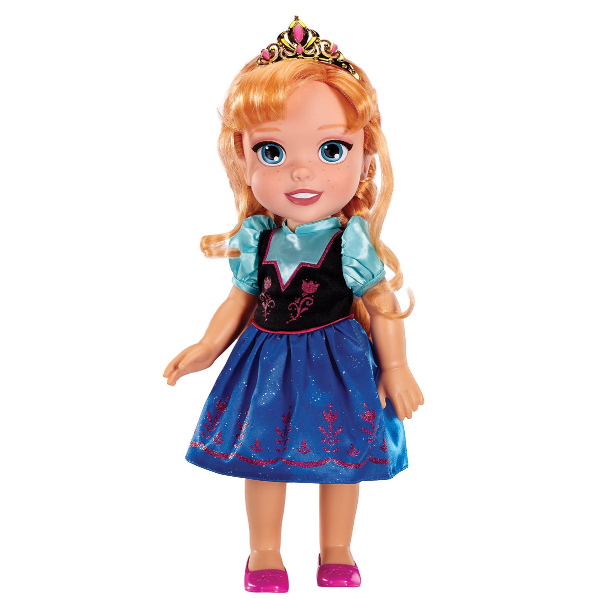 Disney Princess Кукла Малышка Анна310330_АннаОчаровательная кукла Disney Princess Малышка Анна порадует любую девочку и обязательно станет ее любимой игрушкой. Игрушка выполнена из пластика и изображает принцессу Анну из мультфильма Холодное сердце в детстве. На кукле надет ее узнаваемый наряд - удобное платье с синей юбкой и украшенным вышивкой верхом. Ее волосы заплетены в две задорные косички, а голову украшает блестящая диадема. Голова, руки и ноги куклы подвижны. Игры с куклой способствуют эмоциональному развитию ребенка, а также помогают формировать воображение и художественный вкус. Малышка проведет множество счастливых часов, играя с очаровательной принцессой Анной. Великолепное качество исполнения делают эту игрушку чудесным подарком к любому празднику.