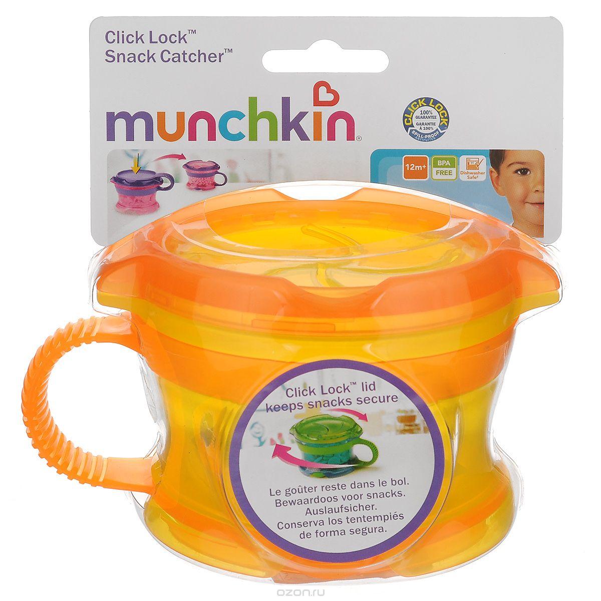 Контейнер Munchkin Поймай печенье, с крышкой Click Lock, цвет: желтый, оранжевыйЕ0002404Контейнер для снеков Munchkin Поймай печенье выполнен из безопасного пластика. Он идеально подходит, если нужно покормить малыша на ходу, чтобы закуска осталась в контейнере, а не на полу, не на сиденье автомобиля или коляски! Мягкие силиконовые лепестки помогают ребенку подкрепиться самостоятельно и при этом предотвращают рассыпание содержимого контейнера. Регулируемая крышка позволит малышу вытащить печенье или другие продукты ровно столько, сколько он сможет положить в рот за один раз, контейнер не откроется, даже если упадет и перевернется. Мягкие закрылки на крышке позволяют достать печенье или кусочки другой еды, минимально испачкав пальцы. Кнопка блокировки не позволит ребенку открыть контейнер. Когда он не используется, его можно закрыть крышкой, которая сохранит продукты свежими. Полностью закрывающая контейнер мягкая крышка убирается и крепится к его дну.