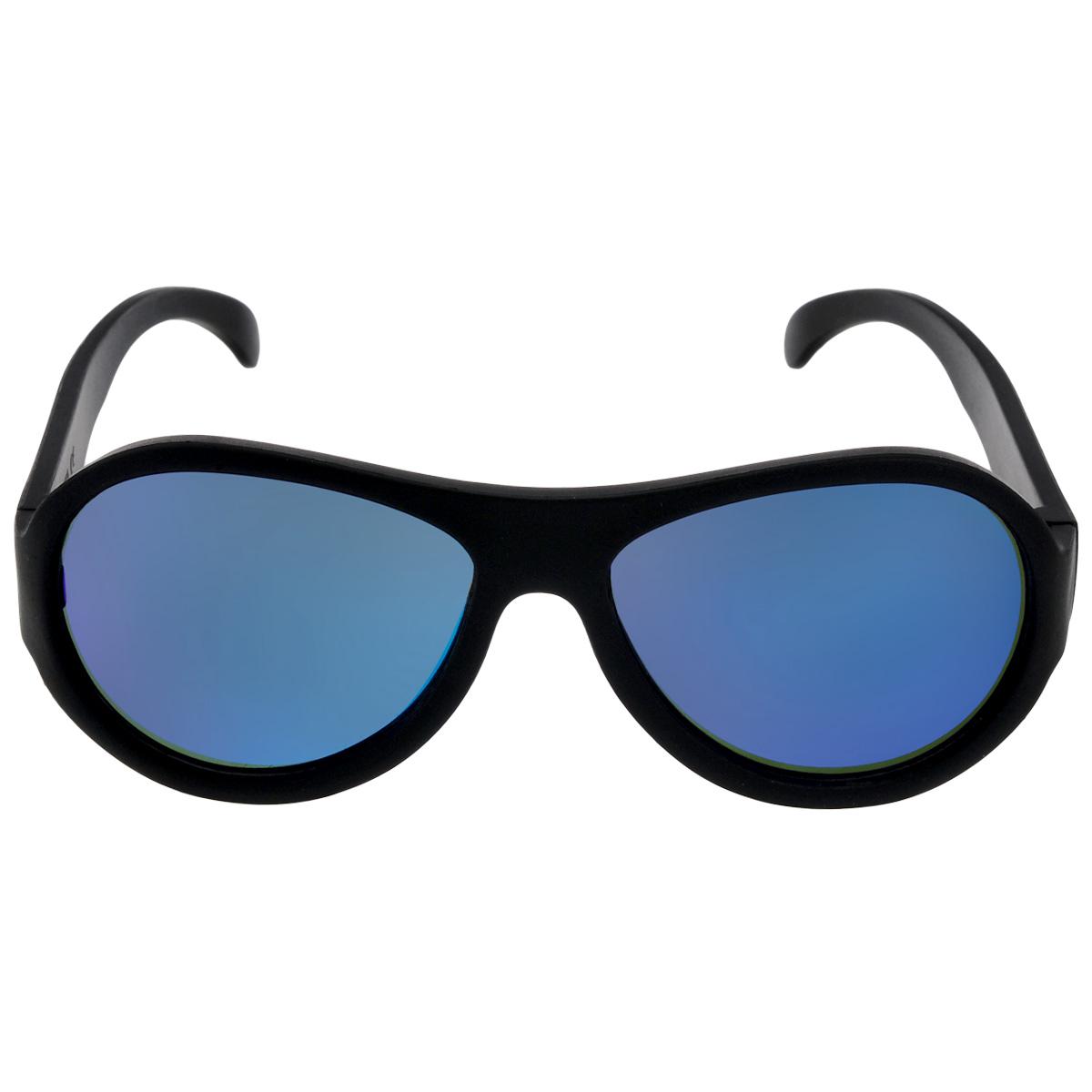 Детские солнцезащитные очки Babiators Спецназ (Black Ops), cиние линзы, цвет: черный, 7-14 летACE-002Каждый ребёнок - это Ас! Будь классным. Будь собой. Будь асом. Для Babiators каждый подросток - это Ас. Поэтому они создали очки Aces для всех детей в возрасте от 7-14 такими, чтобы те могли выразить свой крутой стиль всюду, куда бы ни пошли. Вы делаете все возможное, чтобы ваши дети были здоровы и в безопасности. Шлемы для езды на велосипеде, солнцезащитный крем для прогулок на солнце... Но как насчёт влияния солнца на глазах вашего ребёнка? Правда в том, что сетчатка глаза у детей развивается вместе с самим ребёнком. Это означает, что глаза малышей не могут отфильтровать УФ-излучение. Проблема понятна - детям нужна настоящая защита, чтобы глазки были в безопасности, а зрение сильным. Каждая пара солнцезащитных очков Babiators для детей обеспечивает 100% защиту от UVA и UVB. Прочные линзы высшего качества не подведут в самых сложных переделках. В отличие от обычных пластиковых очков, оправа Babiators выполнена из гибкого прорезиненного материала, что делает их...