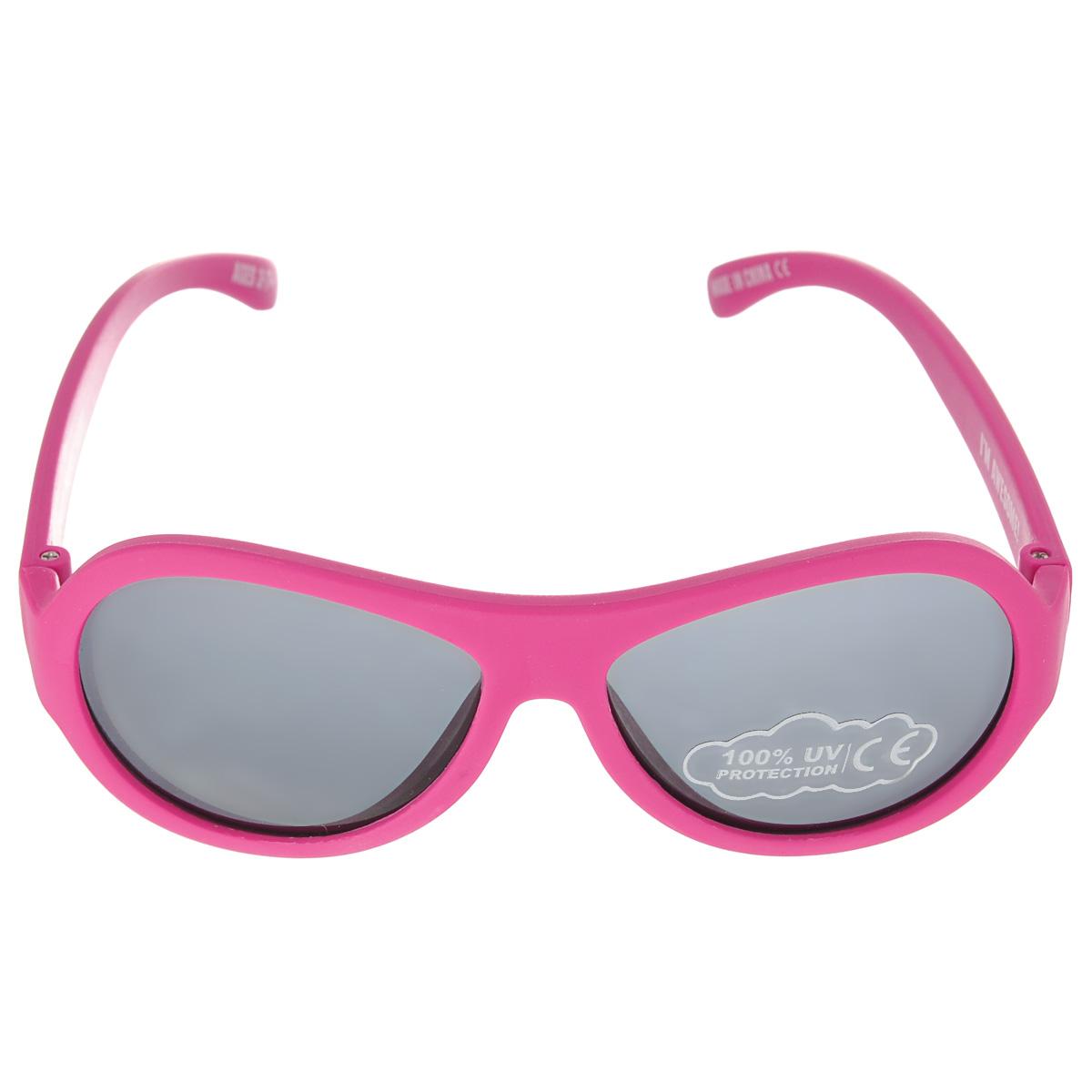 Детские солнцезащитные очки Babiators Поп-звезда (Popstar), цвет: розовый, 3-7 летBAB-047Вы делаете все возможное, чтобы ваши дети были здоровы и в безопасности. Шлемы для езды на велосипеде, солнцезащитный крем для прогулок на солнце... Но как насчет влияния солнца на глаза вашего ребенка? Правда в том, что сетчатка глаза у детей развивается вместе с самим ребенком. Это означает, что глаза малышей не могут отфильтровать УФ-излучение. Проблема понятна - детям нужна настоящая защита, чтобы глазки были в безопасности, а зрение сильным. Каждая пара солнцезащитных очков Babiators для детей обеспечивает 100% защиту от UVA и UVB. Прочные линзы высшего качества из поликарбоната не подведут в самых сложных переделках. В отличие от обычных пластиковых очков, оправа Babiators выполнена из гибкого прорезиненного материала (термопластичного эластомера), что делает их ударопрочными, их можно сгибать и крутить - они не сломаются и вернутся в прежнюю форму. Не бойтесь, что ребенок сядет на них - они все выдержат. Будьте уверены, что очки...