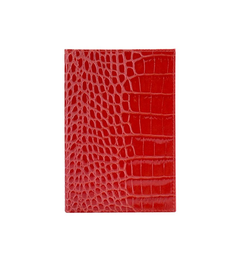 Обложка для паспорта Fabula Croco Nile, цвет: мак. O.1/1.KRO.1/1.KR. макСтильная обложка для паспорта Fabula Croco Nile выполнена из натуральной кожи. Модель оформлена фактурным тиснением под кожу крокодила и дополнена горизонтальным тиснением в виде надписи Passport. На внутреннем развороте два кармана из прозрачного пластика. Изделие упаковано в фирменную коробку. Модная обложка для паспорта не только поможет сохранить внешний вид вашего документа и защитить его от повреждений, но и станет стильным аксессуаром, который отлично впишется в ваш образ.