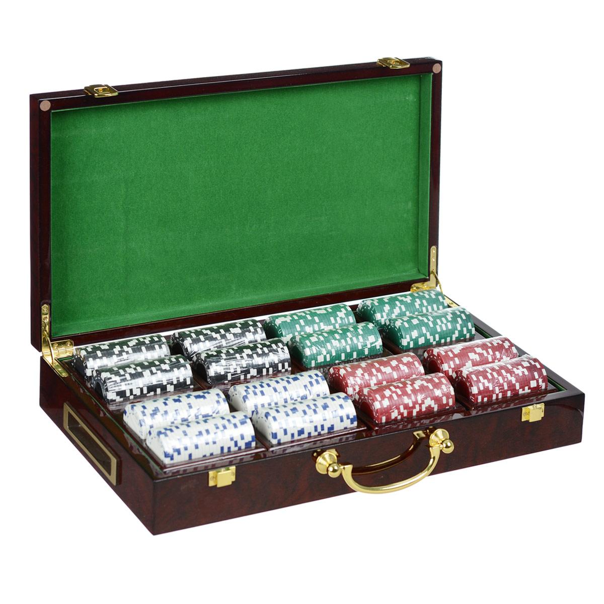 Подарочный набор Русские Подарки Казино, размер: 45*26*8 см. 4452444524Набор для игры в покер Казино - то, что нужно для отличного проведения досуга. Набор состоит из двух колод игральных карт, 400 игровых пластиковых фишек и пяти игровых кубиков. Набор фишек состоит из 100 фишек белого цвета, 100 фишек черного цвета, 100 фишек красного цвета и 100 фишек зеленого цвета. Фишки выполнены без указания номинала. Предметы набора хранятся в стильном деревянном кейсе, внутри которого есть специальные секции для фишек. Такой набор станет отличным подарком для любителей покера. Количество игроков: 5 и более.