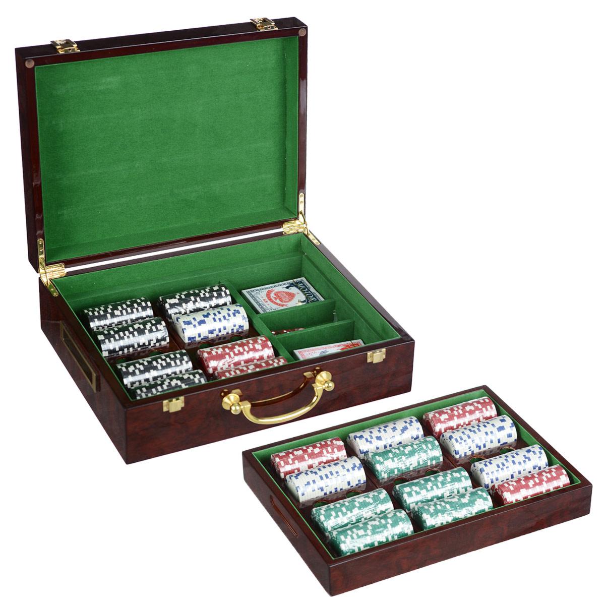 Подарочный набор Русские Подарки Казино, размер: 36*28*11 см. 4453044530Набор для игры в покер Казино - то, что нужно для отличного проведения досуга. Набор состоит из двух колод игральных карт, 500 игровых пластиковых фишек и пяти игровых кубиков. Набор фишек состоит из 125 фишек белого цвета, 125 фишек черного цвета, 125 фишек красного цвета и 125 фишек зеленого цвета. Фишки выполнены без указания номинала. Предметы набора хранятся в стильном деревянном кейсе, внутри которого есть специальные секции для фишек. Такой набор станет отличным подарком для любителей покера. Количество игроков: 5 и более.