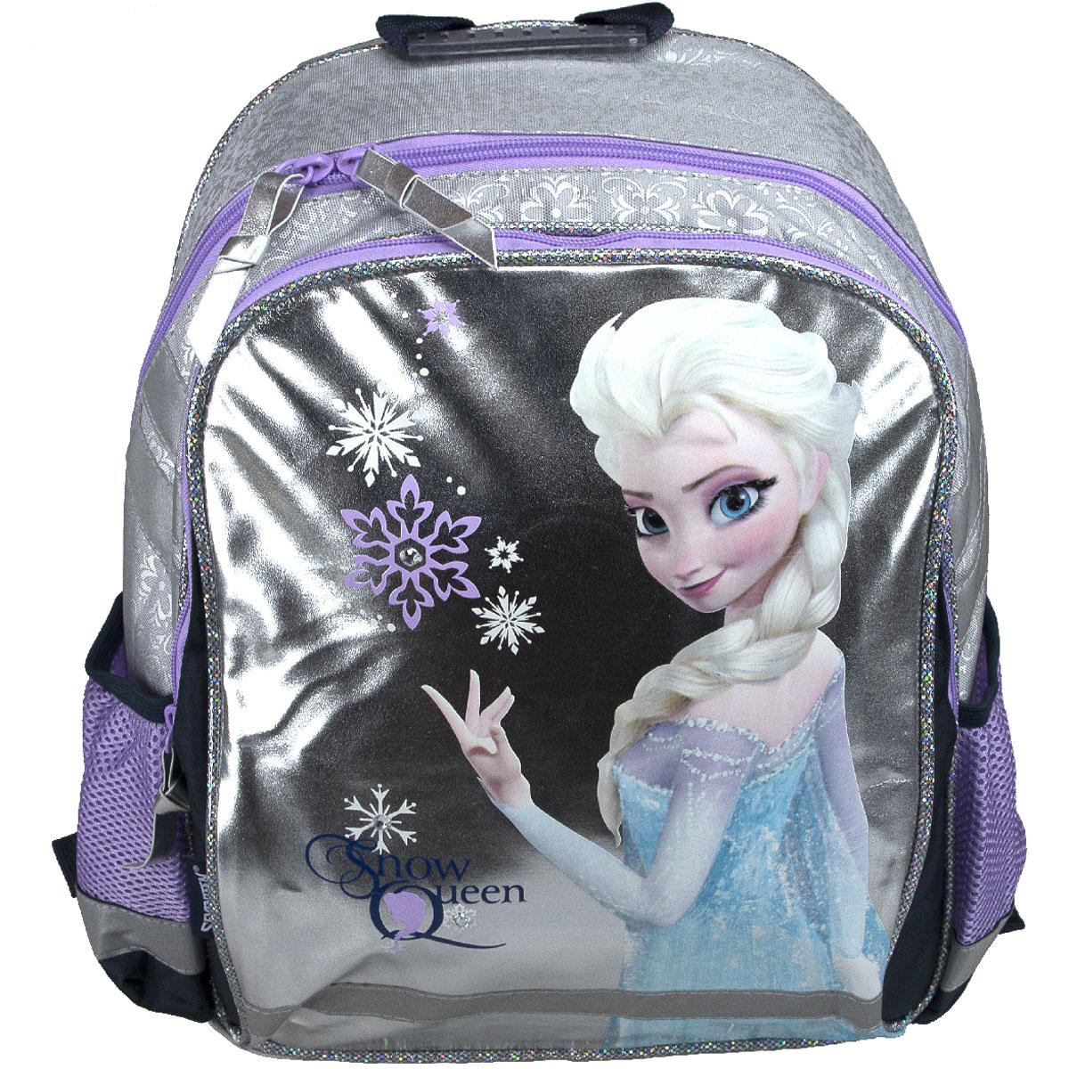 Рюкзак школьный Disney Frozen Snow Queen, цвет: серебристый, фиолетовыйFZCB-UT1-977Рюкзак школьный Disney Frozen Snow Queen обязательно понравится вашей школьнице. Выполнен из прочных и высококачественных материалов, дополнен изображением героини мультфильма Холодное сердце. Содержит два вместительных отделения, закрывающиеся на застежки-молнии. В большом отделении находится перегородка для тетрадей или учебников. Дно рюкзака можно сделать жестким, разложив специальную панель с пластиковой вставкой, что повышает сохранность содержимого рюкзака и способствует правильному распределению нагрузки. По бокам расположены два накладных кармана-сетка. Конструкция спинки дополнена противоскользящей сеточкой и системой вентиляции для предотвращения запотевания спины ребенка. Мягкие широкие лямки позволяют легко и быстро отрегулировать рюкзак в соответствии с ростом. Рюкзак оснащен эргономичной ручкой для удобной переноски в руке. Светоотражающие элементы обеспечивают безопасность в темное время суток. Такой школьный рюкзак станет незаменимым спутником вашего ребенка...