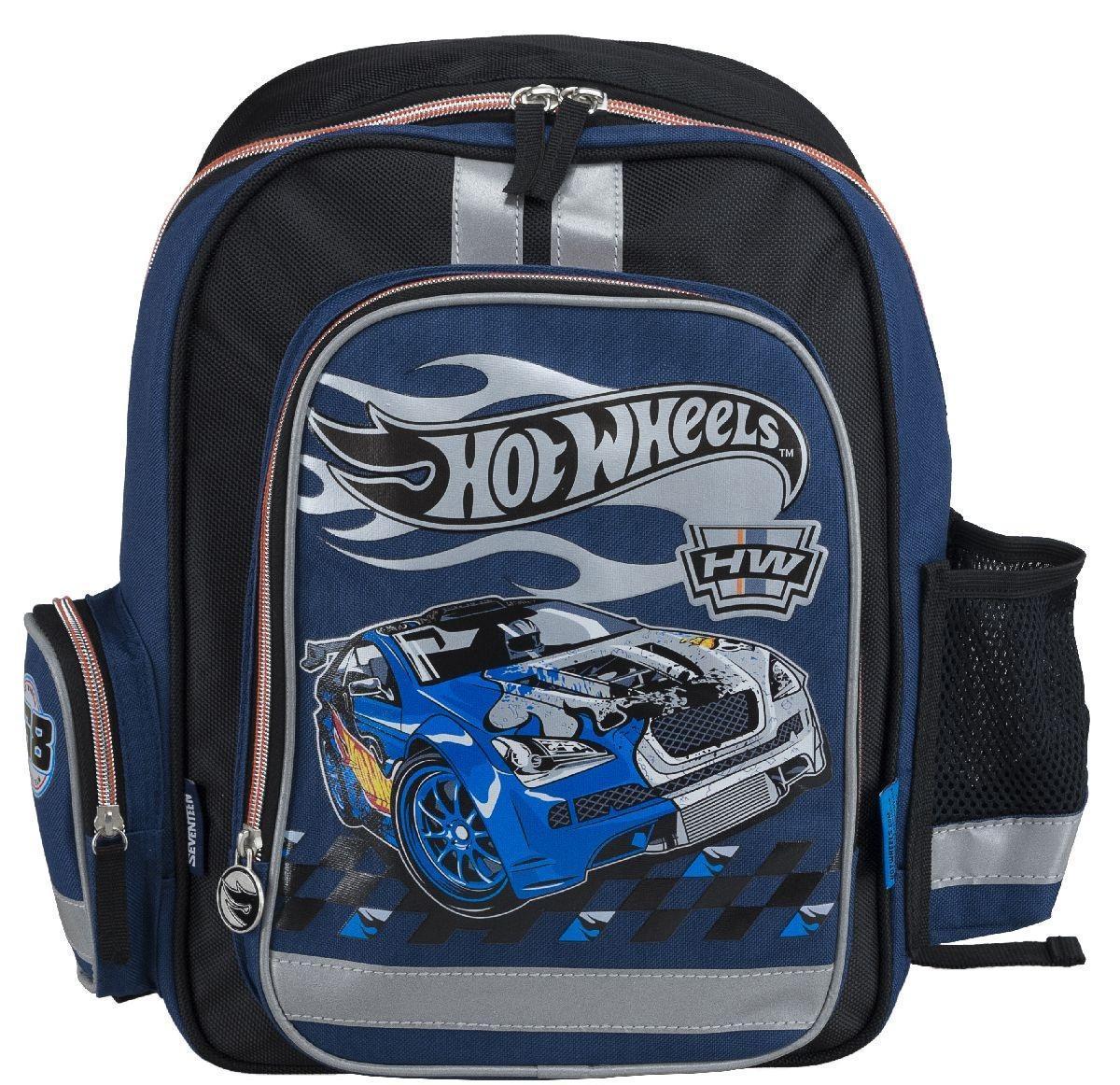 Рюкзак школьный Mattel Hot Wheels, цвет: черный, синийHWCB-UT1-836Рюкзак школьный Mattel Hot Wheels обязательно понравится вашему школьнику. Он выполнен из плотного материла черного и серого цвета с аппликациями. Содержит одно вместительное отделение, закрывающееся на застежку-молнию с двумя бегунками. В отделении находятся две мягкие перегородки для тетрадей или учебников и большой карман-сетка. На лицевой части рюкзак дополнен накладным карманом на молнии. По бокам ранца имеются открытые накладные карманы на резинке. Рюкзак дополнен светоотражающими вставками. Конструкция спинки дополнена эргономичными подушечками, противоскользящей сеточкой и системой вентиляции для предотвращения запотевания спины ребенка. Мягкие широкие лямки позволяют легко и быстро отрегулировать ранец в соответствии с ростом, а также высота лямок изменяется за счет специальных креплений на липучках. Ранец оснащен текстильной ручкой с пластиковым уплотнителем. Многофункциональный школьный ранец станет незаменимым спутником вашего ребенка в походах за...