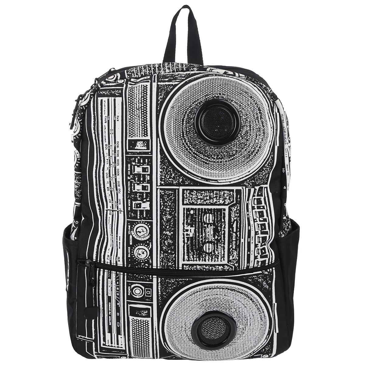 Рюкзак Mojo Pax Boombox, с динамиками, цвет: черный, белый. KZ9983489KZ9983489Стильный городской рюкзак Mojo Pax Boombox выполнен из плотного полиэстера, материал изделия устойчив к воздействию влаги и солнца, оформлен принтом с изображением Boombox и дополнен динамиками. Рюкзак выполнен из плотного полиэстера, материал изделия устойчив к воздействию влаги и солнца. Модель очень вместительная и функциональная: в основной отсек, закрывающийся на застежку-молнию, вместятся тетрадки, учебники и другие вещи. Также имеется специальное отделение для планшета, с мягкими стенками для защиты гаджета от повреждений. Снаружи расположено 3 кармашка: один большой карман на молнии спереди и два открытых кармашка по бокам, один из них на липучке. Рюкзак имеет уплотненную спинку и мягкие широкие лямки регулируемой длины, а также петлю для переноски в руке. Однако, Boombox - это не просто обычный рюкзак. Он снабжен стереодинамиками с усилителем. Карман на липучке сбоку предназначен для iPod/iPhone, смартфона, mp3, CD плеера, которые легко подключаются к динамикам...