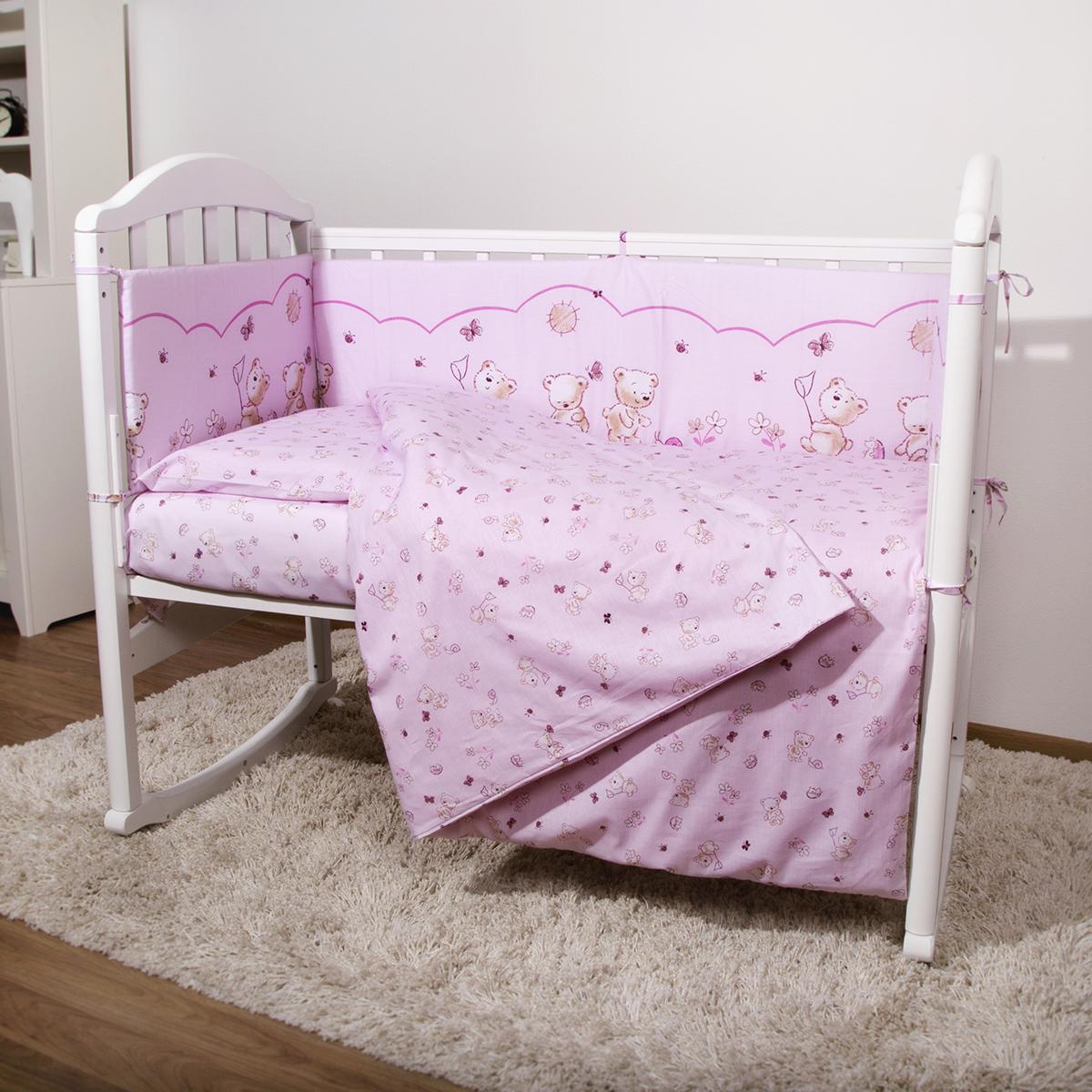 Baby Nice Детский комплект в кроватку Мишки (КПБ, бязь, наволочка 40х60), цвет: розовыйН613-05Комплект в кроватку Baby Nice Мишки для самых маленьких изготовлен только из самой качественной ткани, самой безопасной и гигиеничной, самой экологичной и гипоаллергенной. Отлично подходит для кроваток малышей, которые часто двигаются во сне. Хлопковое волокно прекрасно переносит стирку, быстро сохнет и не требует особого ухода, не линяет и не вытягивается. Ткань прошла специальную обработку по умягчению, что сделало её невероятно мягкой и приятной к телу. Комплект создаст дополнительный комфорт и уют ребенку. Родителям не составит особого труда ухаживать за комплектом. Он превосходно стирается, легко гладится. Ваш малыш будет в восторге от такого необыкновенного постельного набора! В комплект входит: одеяло, пододеяльник, подушка, наволочка, простынь, 4 борта.