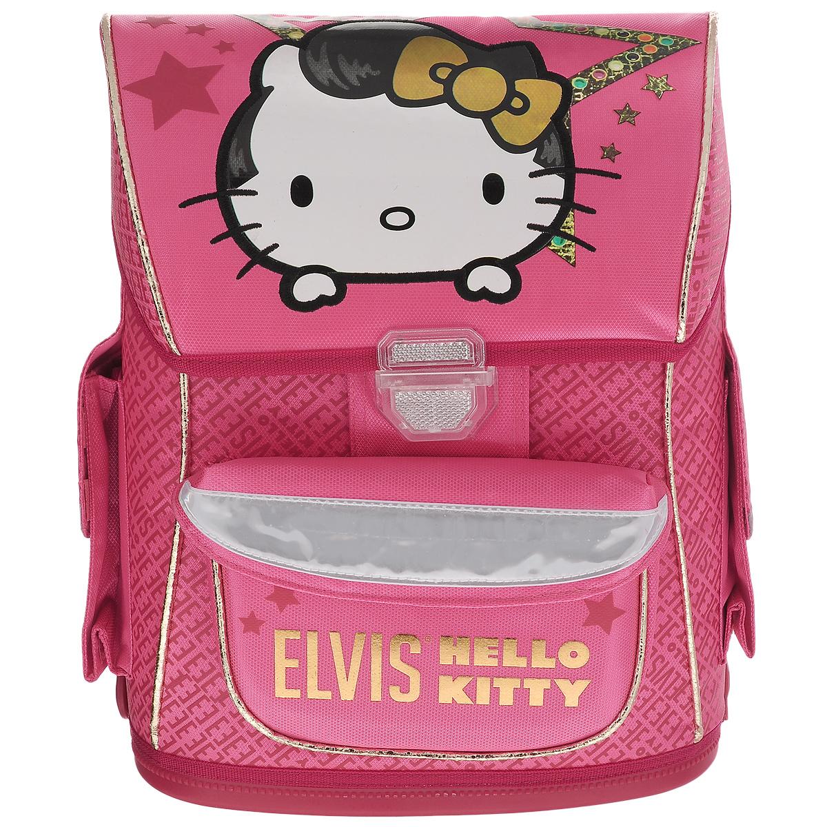 Ранец школьный Hello Kitty. Elvis, с наполнением, цвет: розовый, белыйHKOZ-UT1-568SETШкольный ранец Hello Kitty выполнен из современного легкого и прочного материала ярко-розового цвета, дополненный яркими аппликациями с кошечкой Kitty. Ранец имеет одно основное отделение, закрывающееся на клапан с замком-защелкой. Под крышкой расположен прозрачный пластиковый кармашек для расписания уроков, или для вкладыша с адресом и ФИО владельца. Внутри главного отделения имеется пришивной кармашек для мелочи и расположены два разделителя, предназначенные для размещения предметов без сложения, размером до формата А4 включительно. На лицевой стороне ранца расположен накладной карман на липучке. По бокам ранца размещены два дополнительных накладных кармана под клапанами, с липучкой. Рельеф спинки ранца разработан с учетом особенности детского позвоночника. Ранец оснащен петлей для подвешивания и двумя широкими лямками, регулируемой длины. Дно ранца полностью пластиковое. Многофункциональный школьный ранец станет незаменимым спутником вашего ребенка в...