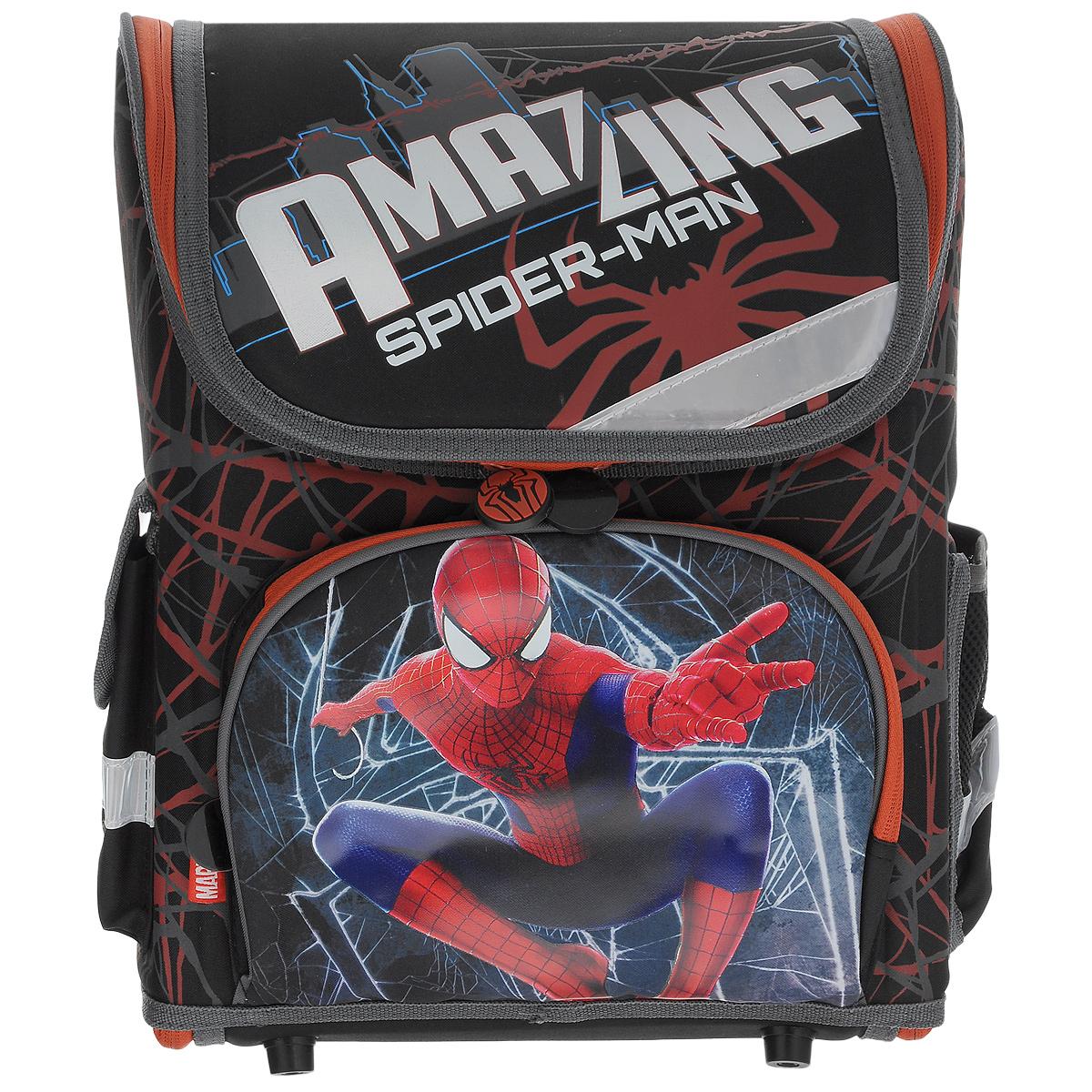 Ранец школьный Spider-man, с наполнением, цвет: черный, красныйSMOZ-UT1-116SETШкольный ранец Spider-man выполнен из современного легкого и прочного материала фиолетового цвета, дополненный яркими аппликациями с героями Spider-man. Ранец имеет одно основное отделение, закрывающееся на молнию. Ранец полностью раскладывается. Внутри главного отделения расположен накладной сетчатый карман и два разделителя с утягивающей резинкой, предназначенные для размещения предметов без сложения, размером до формата А4 включительно. На лицевой стороне ранца расположен накладной карман на молнии. По бокам ранца размещены два дополнительных накладных кармана, один на застежке-молнии, и один открытый. Рельеф спинки ранца разработан с учетом особенности детского позвоночника. Ранец оснащен удобной ручкой для переноски и двумя широкими лямками, регулируемой длины. Дно ранца защищено пластиковыми ножками. Многофункциональный школьный ранец станет незаменимым спутником вашего ребенка в походах за знаниями. В комплекте с ранцем идет наполнение: ...