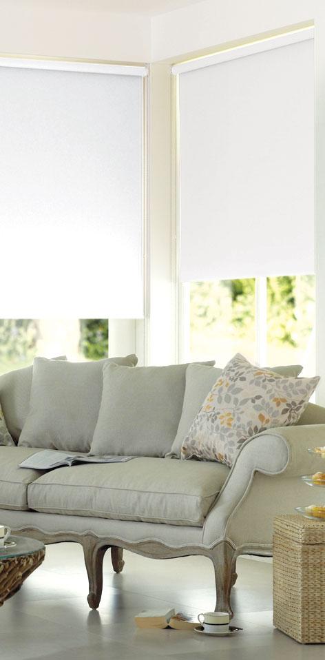 Миниролло Garden, с креплением на раму, цвет: белый, 60 х 170 см1985060/21004Рулонная штора Garden изготовлена из высокопрочной плотной однотонной ткани и имеет небольшой мерцающий эффект. Ткань не выцветает, обладает отличной цветоустойчивостью и сохраняет свой размер даже при намокании. Рулонные шторы закрывают не весь оконный проем, а непосредственно само стекло. Такие шторы крепятся на раму без сверления при помощи зажимов или клейкой двухсторонней ленты. Миниролло Garden - это отличное решение для тех, кто не хочет утяжелять помещение тканевыми шторами. Изделие не только открывает пространство, но и легко регулирует подачу света в помещение. Происходит это с помощью шнура-цепочки. В комплект входит: - клейкая двухсторонняя лента, - зажимы, - шнур-цепочка, - миниролло.