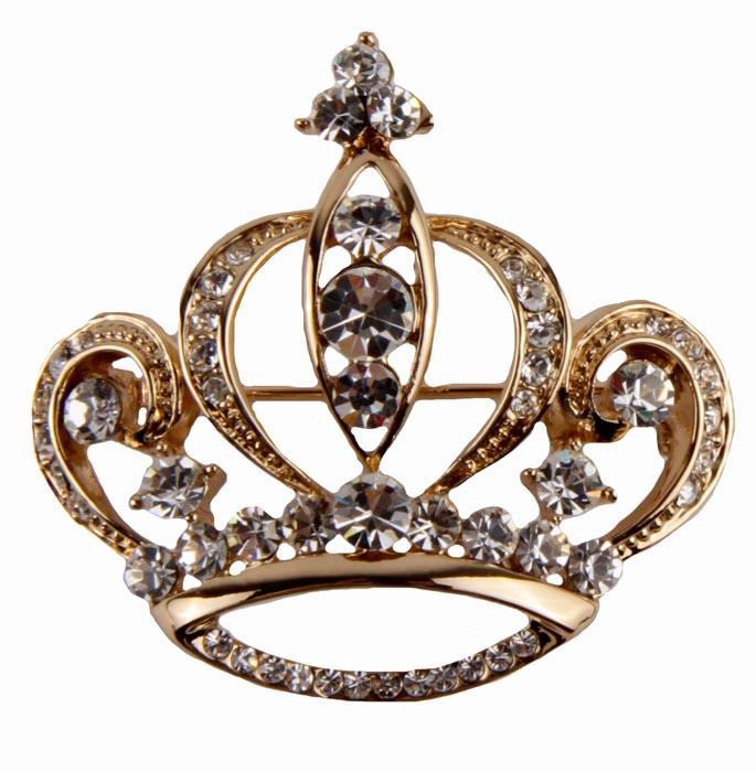 Брошь Корона. Металл, австрийские кристаллы. Конец XX векаk361p990Брошь Корона. Металл, австрийские кристаллы. Конец XX века. Размеры 4 х 4 см. Сохранность хорошая. Очаровательная яркая брошь, выполненная в виде миниатюрной сверкающей короны. Оригинальный аксессуар украшен множеством прозрачных страз. Эта изысканная брошь станет изысканным украшением для романтичной и творческой натуры и гармонично дополнит Ваш наряд, станет завершающим штрихом в создании образа.