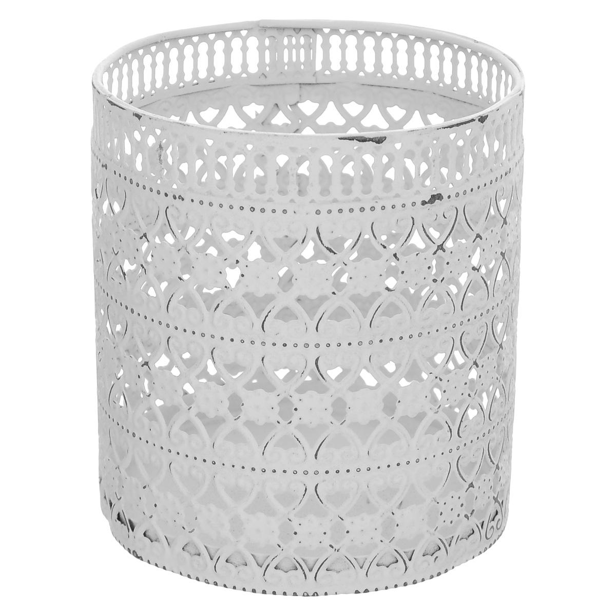 Декоративный подсвечник Blossom Line, цвет: состаренный белый, диаметр 9 смBL0070108Подсвечник Blossom Line изготовлен из окрашенного металла и декорирован изящным узором. Такой подсвечник - прекрасный выбор для тех, кто хочет сделать запоминающийся подарок родным и близким. Кроме того, он может хорошо вписаться в интерьер вашего дома или дачи. Изделие можно декорировать разными материалами (наклейки, ткань, ленты, декоративные цветы и многое другое) и сделать оригинальную композицию. Диаметр подсвечника: 9 см. Высота подсвечника: 10 см.