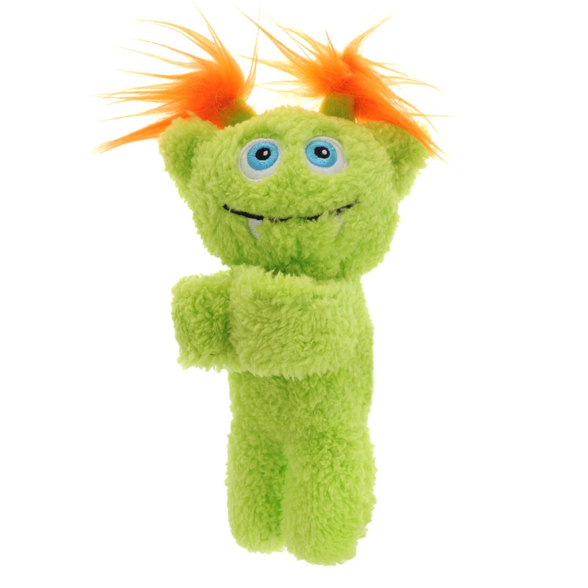 Мягкая игрушка Monsteroos, цвет: салатовый, 19 см243561_салатовыйОригинальная яркая игрушка Monsteroos с забавной улыбкой непременно порадует своего обладателя. Игрушка изготовлена из мягкого текстильного материала с ворсом средней длины, благодаря чему ее будет приятно держать в руках, а насыщенные салатовый и оранжевый цвета обязательно поднимут настроение. Основание лап маленького монстра изготовлено из мягкого пластика с помощью которого он легко может держаться, например за запястье.