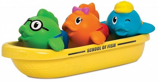 Munchkin игрушка для ванны школа рыбок 12+12002Лодочка с тремя забавными пассажирами станет любимой игрушкой для купания! Разноцветные рыбки плавают в лодке и весело брызгаются водой. А самой лодочкой можно зачерпывать воду и использовать ее в качестве ковшика для смывания шампуня.