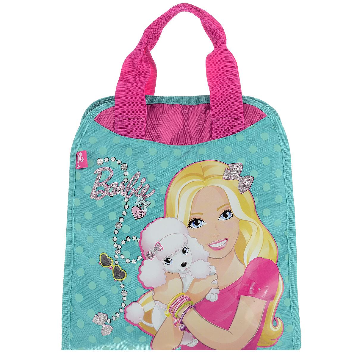 Сумочка детская Barbie, цвет: бирюзовый, розовый. BRAS-UT-1051BRAS-UT-1051Стильная детская сумочка Barbie, оформленная изображением известной игрушки - куклы Барби, несомненно, понравится вашей малышке. Сумочка имеет одно вместительное отделение, закрывающееся на застежку-липучку, куда можно положить все необходимые принадлежности и аксессуары. Внутри отделения имеется накладной карман на молнии. Сумочка оснащена двумя ручками для переноски в руке. Окантовка сумки выполнена из плотной текстильной каймы. Каждая юная поклонница популярной серии игрушек, будет рада такому аксессуару.