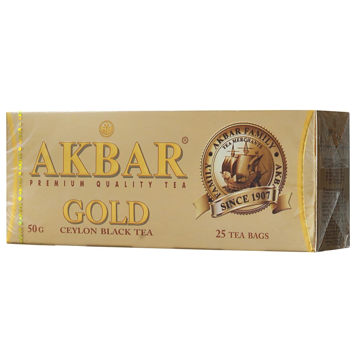 Akbar Gold черный чай в пакетиках, 25 шт1041135Черный чай Akbar Gold отличается исключительным ароматом и цветом настоя, особой яркости которого во многом способствует высокое содержание в листьях теафлавина. Отборные сорта чая, используемого для производства этого уникального купажа, бережно выращиваются на всемирно известных плантациях, которые находятся в окутанных холодным туманом горах Nuwara Eliya и Dimbulla. Nuwara Eliya (в переводе Над облаками) – овальное плато, лежащее на высоте 6,240 футов над уровнем моря – самая высокая область выращивания чая, который за его изысканный букет вкуса и аромата часто называют шампанским цейлонского чая. Первые плантации в провинции Dimbulla, расположенной на западном склоне гор на высоте 3500 – 5000 футов над уровнем моря, появились еще в 70-х годах XIX века. Юго-западные муссонные дожди и прохладная погода с января по март оказывают огромное влияние на особые вкусовые характеристики выращиваемого здесь чая.