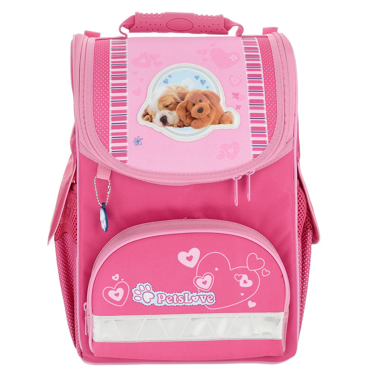 Ранец Hatber Pets Love, модель Ultra Compact, цвет: розовый - HatberNRk_30656Ранец Hatber Pets Love идеально подойдет для школьников! Ранец выполнен из водонепроницаемого, морозоустойчивого, устойчивого к солнечному излучению материала. Изделие оформлено изображениями в виде милых собачек и брелоком. Содержит одно вместительное отделение, закрывающееся клапаном на замок-молнию с двумя бегунками. Внутри отделения имеются две мягких перегородки для тетрадей, учебников. Клапан полностью откидывается, что существенно облегчает пользование ранцем. Ранец имеет два боковых кармана на резинке, закрывающиеся на липучки. Лицевая сторона ранца оснащена накладным карманом на молнии. Спинка ранца достаточно твердая. В нижней части спины расположен поясничный упор - небольшой валик, на который при правильном ношении ранца будет приходиться основная нагрузка. Ранец оснащен ручкой с резиновой насадкой для удобной переноски. Мягкие и широкие лямки регулируются по длине. Дно ранца из износостойкого водонепроницаемого материала легко очищается от...