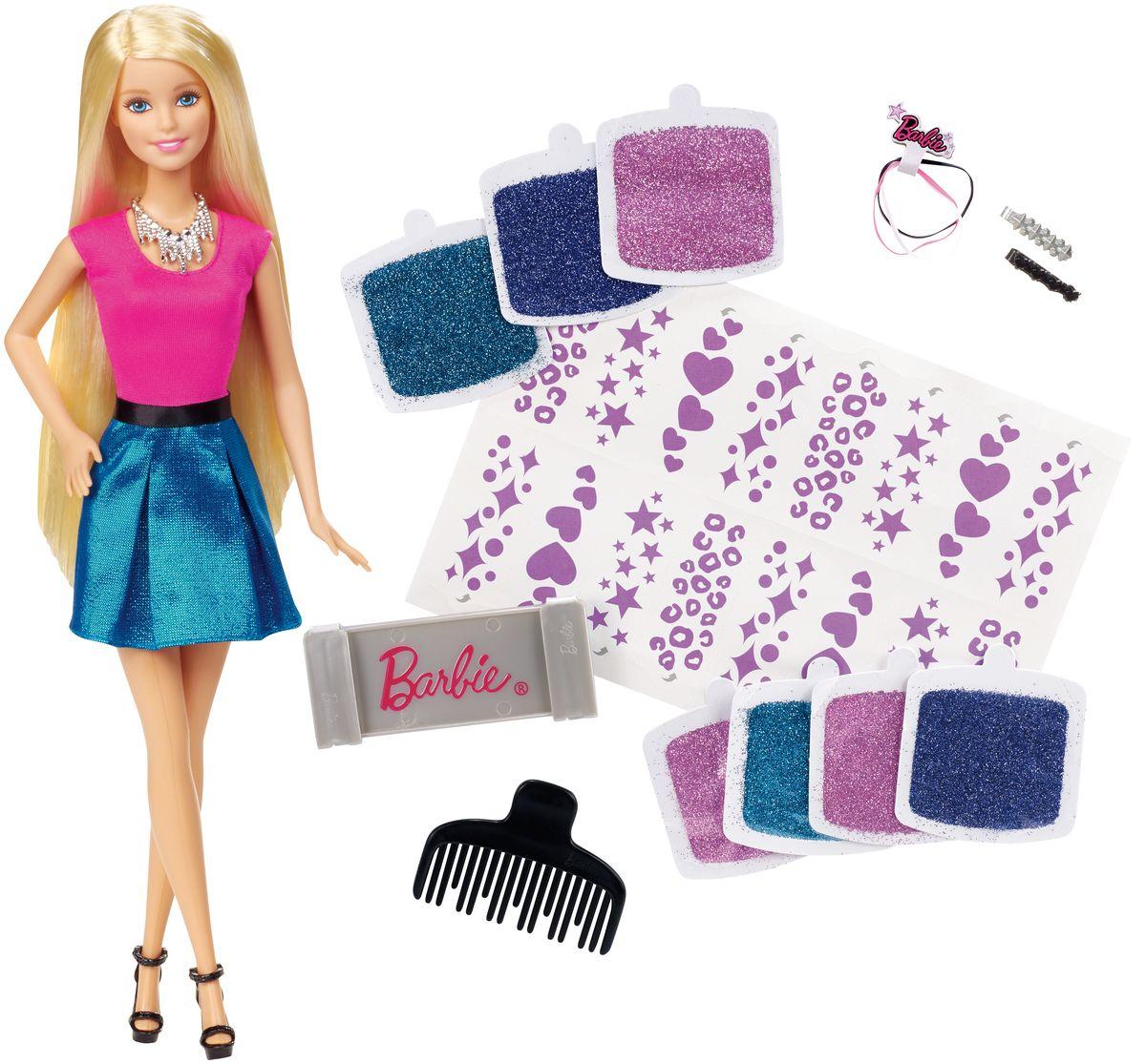 Barbie Игровой набор с куклой Блестящие волосыCLG18Игровой набор Barbie Блестящие волосы откроет перед вашей малышкой невероятные возможности и поможет ей почувствовать себя настоящим стилистом. В комплекте: кукла Барби, расческа, 3 резиночки, 2 заколки, 16 шаблонов и 7 пакетиков блесток розового, фиолетового и бирюзового цветов. С таким набором ваша дочурка сможет украсить волосы своей куклы уникальными сверкающими дизайнами. Достаточно нанести на волосы куклы узор с одного из клейких листов, а затем добавить блестки. Различные цвета блесток можно смешивать, создавая оригинальные переходы и градиенты. А входящие в набор заколки и резиночки помогут внести заключительный штрих в новый модный образ Барби! Игры с таким набором не только подарят девочке множество счастливых мгновений, но и помогут проявить свои творческие способности.