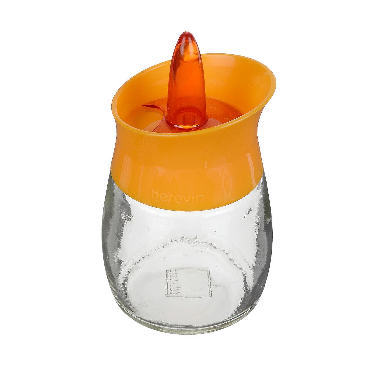 Банка для специй Herevin, цвет: прозрачный, оранжевый, 200 мл. 131260-000131260-000 оранжевыйБанка для специй Herevin выполнена из прозрачного стекла и оснащена пластиковой цветной крышкой с отверстиями разного размера, благодаря которым, вы сможете приправить блюда, просто перевернув банку. Крышка снабжена поворотным механизмом, благодаря которому вы сможете регулировать степень подачи специй. Крышка легко откручивается, благодаря чему засыпать приправу внутрь очень просто. Такая баночка станет достойным дополнением к вашему кухонному инвентарю. Можно мыть в посудомоечной машине. Диаметр (по верхнему краю): 5,5 см. Высота банки (без учета крышки): 7,5 см.