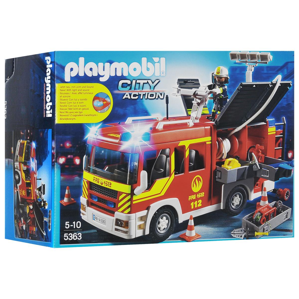 Playmobil Игровой набор Пожарная машина5363pmИгровой набор Playmobil Пожарная машина обязательно понравится вашему ребенку. Он выполнен из безопасного пластика и включает пожарную машину, фигурку пожарного и различные аксессуары для тушения пожара. У фигурки подвижные части тела; в руках она может удерживать предметы. Две сирены и мигалка расчистят дорогу пожарной машине. Для борьбы с огнем у пожарного есть не только огнетушитель, лопата и веревка, но и водяная пушка. Ваш ребенок с удовольствием будет играть с набором, придумывая захватывающие истории. Рекомендуемый возраст: от 5 до 10 лет. Необходимо докупить 2 батарейки напряжением 1,5V типа ААА (не входят в комплект).