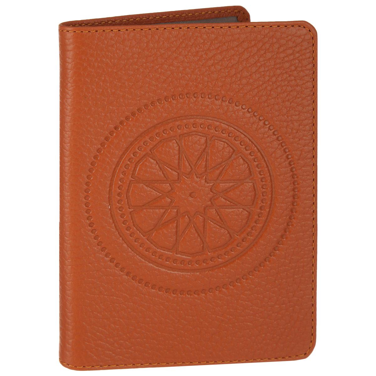 Обложка для паспорта Fabula Talisman, цвет: рыжий. O.65.SNO.65.SN. рыжийСтильная обложка для паспорта Fabula Talisman выполнена из натуральной кожи с зернистой текстурой, оформлена декоративным тиснением. Обложка для паспорта раскладывается пополам, внутри расположены два пластиковых кармашка. Такая обложка для паспорта станет прекрасным и стильным подарком человеку, любящему оригинальные и практичные вещи.