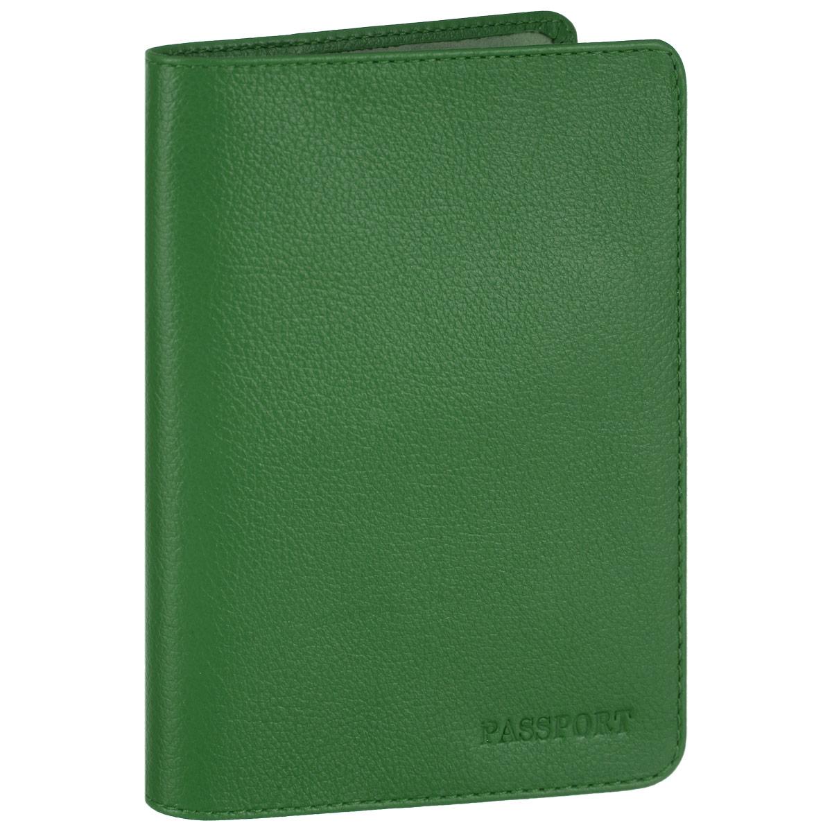 Обложка для паспорта Fabula, цвет: зеленый. O.53.FPO.53.FP. зеленыйСтильная обложка для паспорта Fabula выполнена из натуральной кожи с зернистой текстурой, оформлена надписью Passport. Обложка для паспорта раскладывается пополам, внутри расположены два пластиковых кармашка. Такая обложка для паспорта станет прекрасным и стильным подарком человеку, любящему оригинальные и практичные вещи.