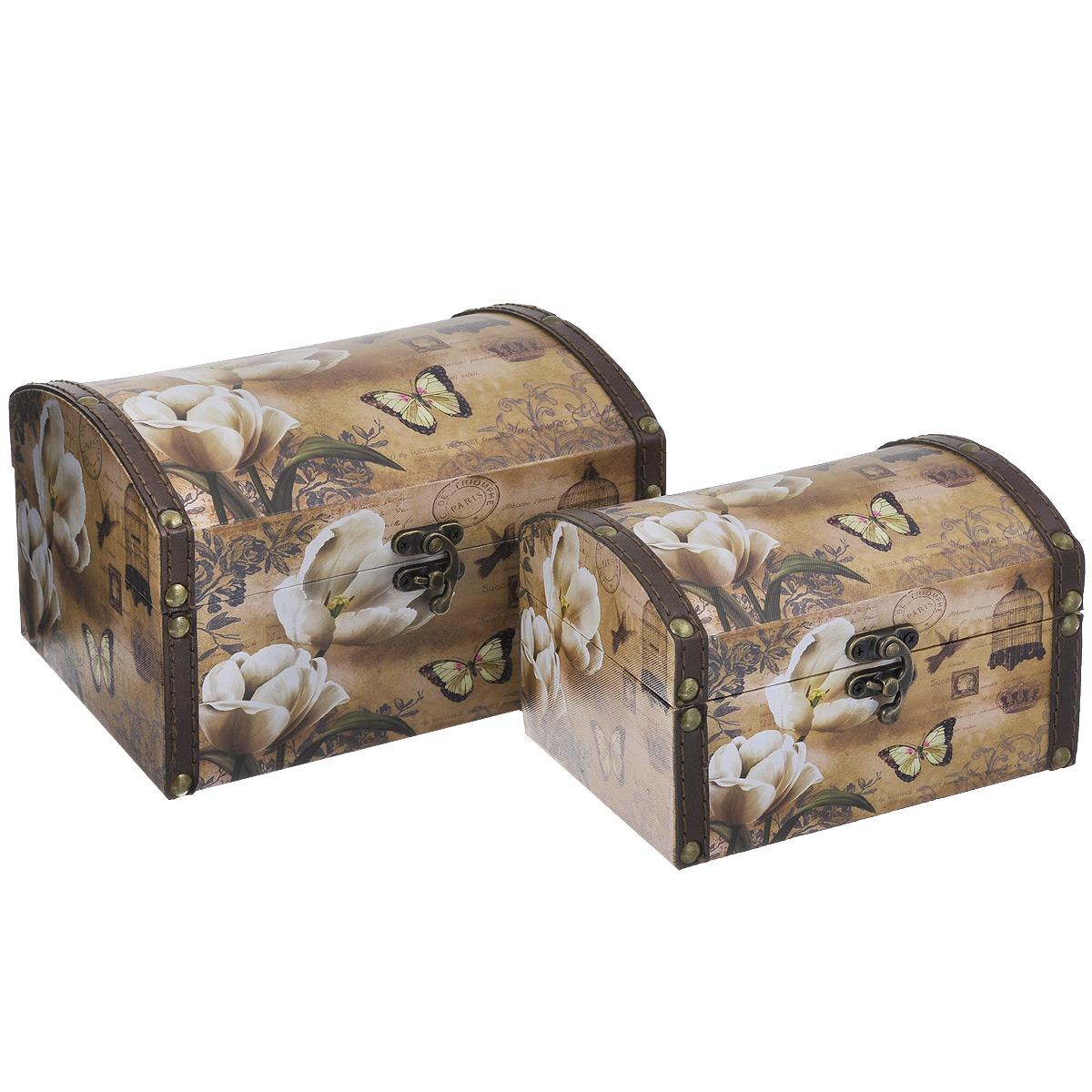 Набор шкатулок для рукоделия Изящность 2, цвет: коричневый, белый, карамельный, 2 штTL4141RНабор Изящность 2 состоит из двух шкатулок разного размера, изготовленных из МДФ, картона и холщовой ткани и оснащенных крышками. Изделия декорированы изображением цветов и бабочки. Крышки закрываются на металлический поворотный замок. Внутри изделия обтянуты тканью коричневого цвета. Изящные шкатулки с ярким дизайном, складывающиеся одна в другую, предназначены для хранения мелочей, принадлежностей для шитья и творчества и других аксессуаров. Они красиво оформят интерьер комнаты и помогут хранить ваши вещи в порядке. Размер большой шкатулки: 20 см х 15 см х 12 см. Размер маленькой шкатулки: 16 см х 11 см х 10 см.