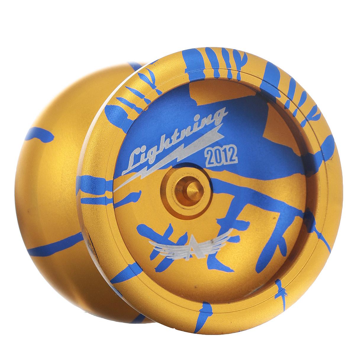 Йо-йо Aero Lightning, цвет: желтый, синий732100_желтый, синийLightning, или Молния - это шаг вперед для российского йо-йо строения! Самое современное йо-йо от Aero-Yo - это новое поколение хай-ендов, сочетающее невысокую цену и прекраснейшее качество исполнения и игры. Новые формы бабочки йо-йо позволяют получать огромное удовольствие от исполнения трюков, а мягкая тормозная система и прекрасное покрытие позволят вам прочувствовать всю прелесть именно этого йо-йо. Йо-йо - это игрушка, состоящая из двух симметричных половинок соединенных осью, к которой прикреплена веревка. Современный йо-йо значительно отличается от тех, к которым многие привыкли. Сейчас йо-йо - это такая же часть молодежной культуры как скейт, ВМХ или сноуборд. Йо-йо популярно во многих странах мира, таких как Россия, США и Япония. Ежегодно во всем мире проходят различные чемпионаты по игре с йо-йо, в том числе и Чемпионат России, в котором собираются лучшие игроки со всей страны. Aero Yo-Yos - российский модельный ряд модных молодежных игрушек...