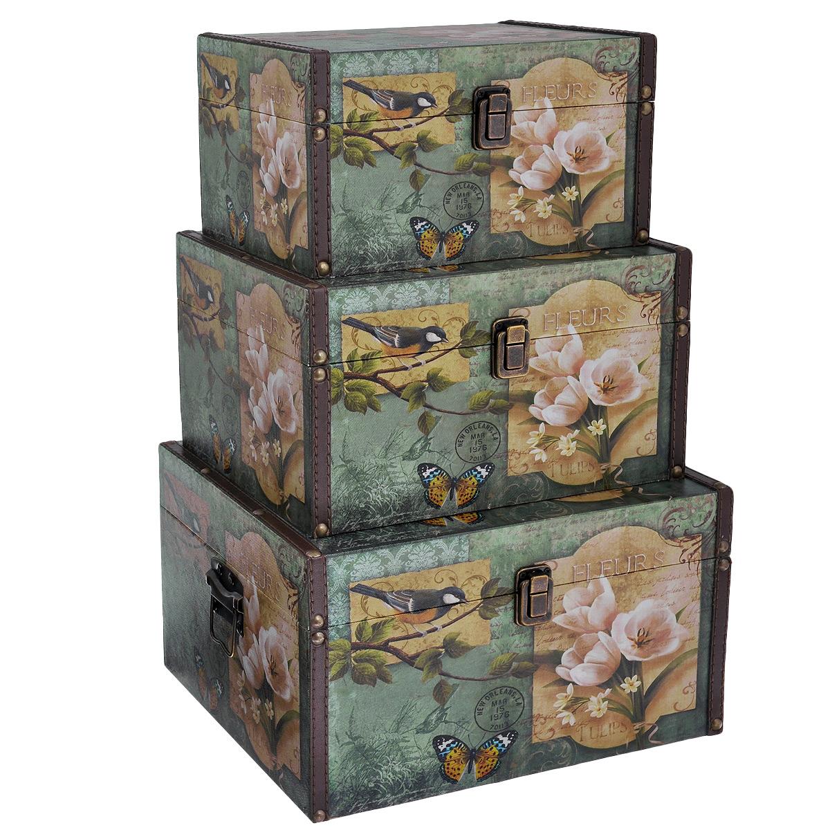 Набор шкатулок для рукоделия Весна, цвет: зеленый, светло-коричневый, 3 штTL3976R1Набор Весна состоит из трех шкатулок разного размера, изготовленных из МДФ, картона и холщовой ткани и оснащенных крышками. Изделия декорированы изображением цветов, птицы и бабочки. Крышки закрываются на металлический замок-защелку. Внутри изделия обтянуты тканью коричневого цвета. Самая большая шкатулка имеет по бокам две металлические ручки для удобной переноски. Изящные шкатулки с ярким дизайном, складывающиеся одна в другую, предназначены для хранения мелочей, принадлежностей для шитья и творчества и других аксессуаров. Они красиво оформят интерьер комнаты и помогут хранить ваши вещи в порядке. Размер большой шкатулки: 30 см х 24 см х 17 см. Размер средней шкатулки: 27 см х 20 см х 15 см. Размер маленькой шкатулки: 24 см х 16 см х 13 см.
