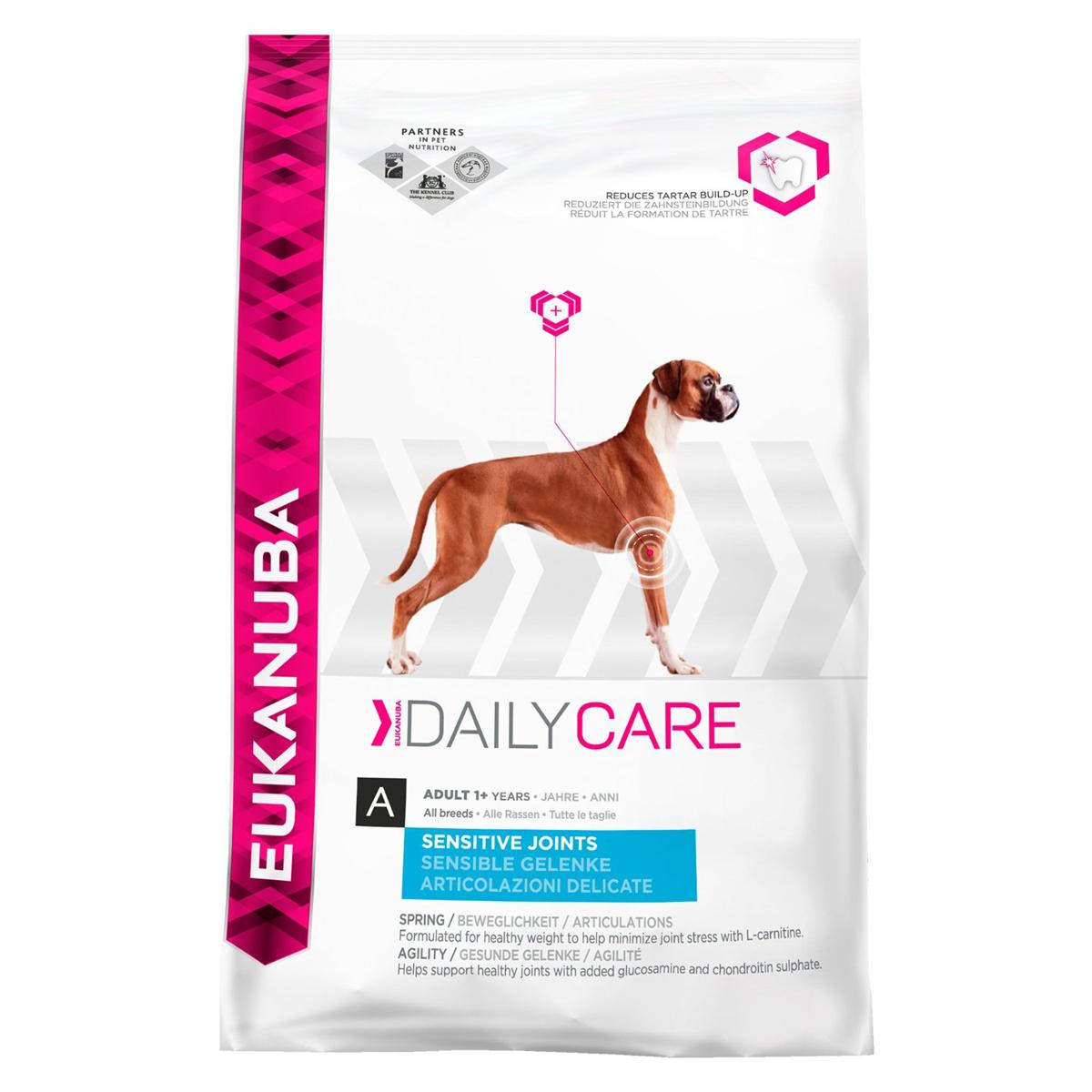Корм сухой Eukanuba для взрослых собак с чувствительными суставами, 12,5 кг81095045Полноценный сбалансированный корм Eukanuba предназначен для взрослых собак всех пород возрастом от 1 года (2,5-40 кг) и гигантских пород (более 40 кг) от 2 лет со склонностью к чувствительности суставов, обогащенный естественными питательными веществами хряща для хорошей подвижности суставов. Добавлены глюкозами и хондроитин сульфат для поддержания здоровья суставов. С добавлением L-Карнитина для достижения оптимального веса и снижения нагрузки на суставы. Не содержит искусственных красителей и ароматизаторов. Содержит разрешенные ЕС антиоксиданты (токоферолы). Состав: сублимированное мясо курицы и индейки 22%, кукуруза, пшеница, сорго, животный жир, ячмень, сухая пульпа сахарной свеклы 3,8%, сухое цельное яйцо, гидролизат белков животного происхождения, хлорид калия, рыбий жир, карбонат кальция, хлорид натрия, льняное семя, гексаметафосфат натрия, фруктоолигосахариды 0,38%, глюкозамин 576 мг/кг, сульфат хондротина 57 мг/кг. Добавки: витамин A...