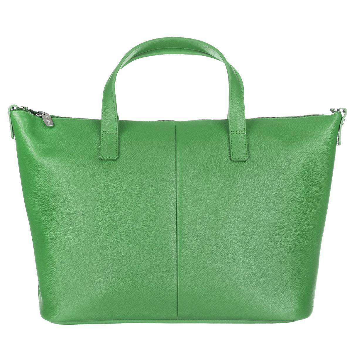 Сумка женская Fabula, цвет: зеленый. S.144.FPS.144.FP. зеленыйВместительная женская сумка Fabula из коллекции Every day выполненная из натуральной матовой кожи. Закрывается на молнию. Сумка оснащена двумя ручками для ношения в руке или на сгибе локтя. В комплекте съемный плечевой ремень, крепящийся на карабины. Длина плечевого ремня не регулируется. Внутренне отделение содержит два прорезных кармана на молнии и глубокий нашивной карман на кнопках. Внутренняя плотная вкладка, обтянутая тканью, делает дно сумки устойчивым. Дно защищено от повреждений металлическими ножками. Изделие упаковано в текстильную сумку. Такая сумка позволит вам подчеркнуть свой стиль и особенный статус.