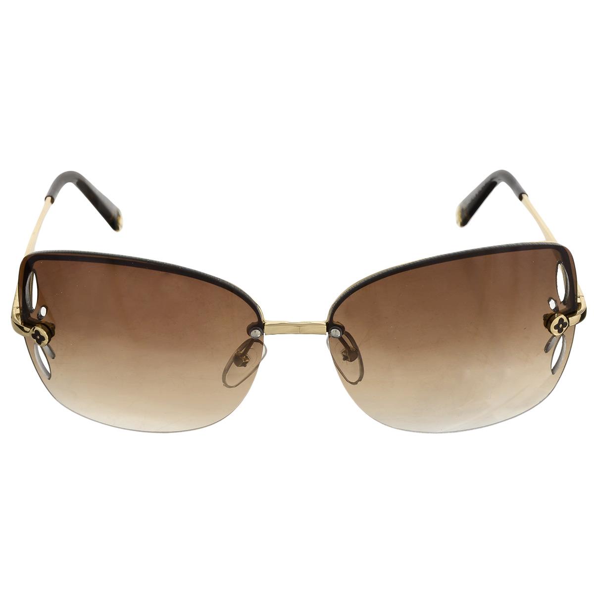 Солнцезащитные очки женские Selena, цвет: коричневый, золотой. 8003242180032421Солнцезащитные очки Selena, выполненные с линзами из высококачественного пластика PC с зеркальным эффектом fresh mirror, оправа оформлена изображением цветка, линзы дополнены отверстиями в виде лепестков. Используемый пластик не искажает изображение, не подвержен нагреванию и вредному воздействию солнечных лучей. Линзы данных очков с высокоэффективным UV-фильтром обеспечивают полную защиту от ультрафиолетовых лучей. Металлическая оправа очков легкая, прилегающей формы и поэтому не создает никакого дискомфорта. Такие очки защитят глаза от ультрафиолетовых лучей, подчеркнут вашу индивидуальность и сделают ваш образ завершенным.