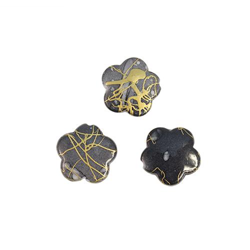 Бусины Астра Цветные камешки, цвет: темно-серый (6-10), диаметр 17 мм, 50 шт7710781_6-10Набор бусин Астра Цветные камешки, изготовленный из пластика, позволит вам своими руками создать оригинальные ожерелья, бусы или браслеты. Бусины выполнены в виде камешков-цветов и имеют цветные разводы с оригинальным золотистым узором. Изготовление украшений - занимательное хобби и реализация творческих способностей рукодельницы, это возможность создания неповторимого индивидуального подарка. Диаметр бусины: 17 мм.