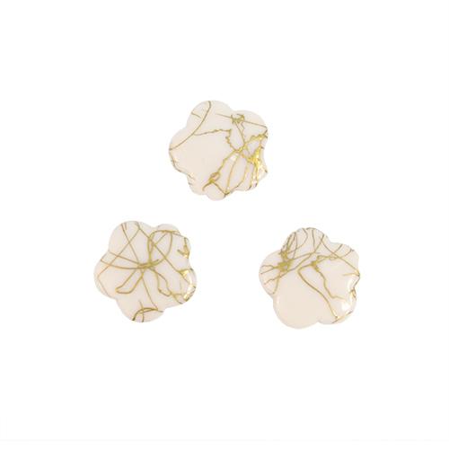 Бусины Астра Цветные камешки, цвет: белый (6-39), диаметр 17 мм, 50 шт7710781_6-39Набор бусин Астра Цветные камешки, изготовленный из пластика, позволит вам своими руками создать оригинальные ожерелья, бусы или браслеты. Бусины выполнены в виде камешков-цветов и имеют цветные разводы с оригинальным золотистым узором. Изготовление украшений - занимательное хобби и реализация творческих способностей рукодельницы, это возможность создания неповторимого индивидуального подарка. Диаметр бусины: 17 мм.