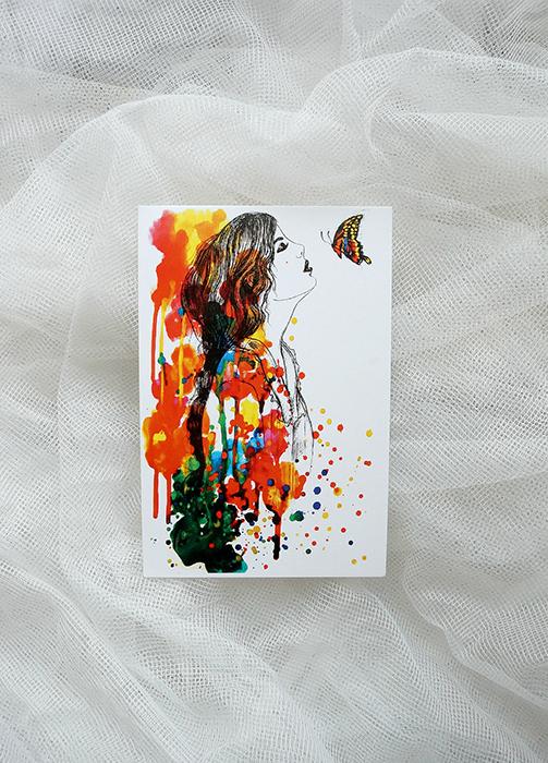 Авторская почтовая открытка Поцелуй бабочки. Художник Ирина БастОПБАвторская почтовая открытка Поцелуй бабочки. Лицевая сторона гладкая, с небольшим блеском. Обратная сторона шероховатая, мягкая, бархатистая. Писать по ней легко и приятно. Набор оформлен в конверт, украшен декоративными элементами. Размер открытки: 10 х 15 см.