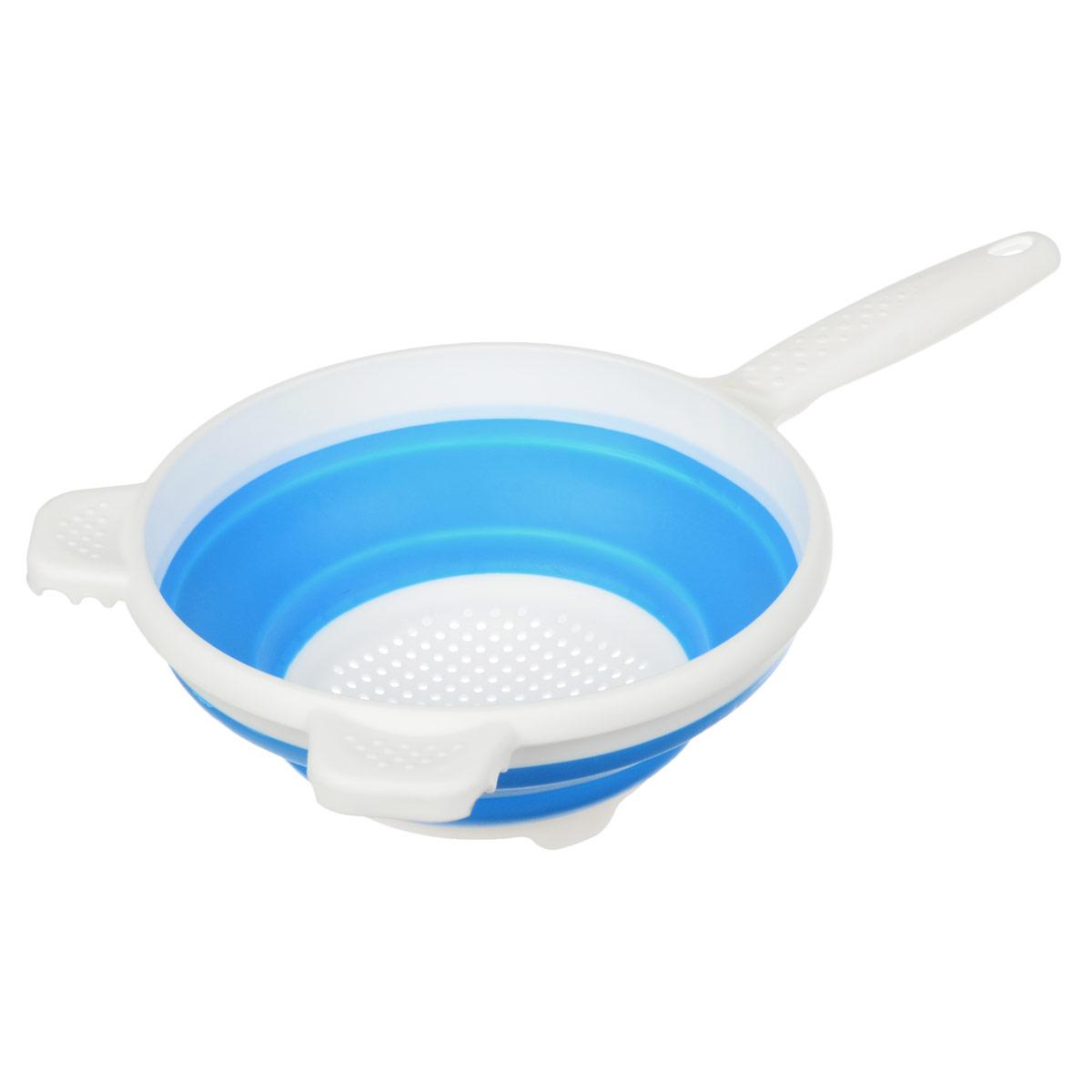 Дуршлаг складной Apollo, цвет: белый, голубой, диаметр 20 смCLD-01_белый, голубойСкладной дуршлаг Apollo станет полезным приобретением для вашей кухни. Он изготовлен из высококачественного пищевого силикона и пластика. Дуршлаг оснащен удобной эргономичной ручкой со специальным отверстием для подвешивания. Изделие прекрасно подходит для процеживания, ополаскивания и стекания макарон, овощей, фруктов. Дуршлаг компактно складывается, что делает его удобным для хранения. Не рекомендуется мыть в посудомоечной машине. Диаметр (по верхнему краю): 20 см. Максимальная высота: 8,5 см. Минимальная высота: 3 см. Длина ручки: 15 см.