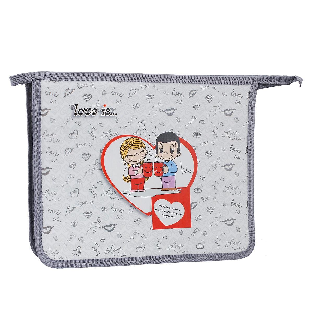Action! Папка для тетрадей Love is цвет белый серыйLI-FZA5-1Папка Action! Love is предназначена для хранения тетрадей, рисунков и прочих бумаг с максимальным форматом А5. Папка выполнена из прочного материала и содержит одно отделение. Закрывается она на застежку-молнию. Лицевая сторона папки оформлена изображениями двух влюбленных и надписью Любовь это... две счастливые кружки. С папкой Action! Love is тетради вашего ребенка всегда будут выглядеть опрятно.