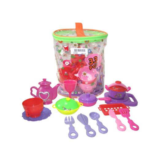 Junfa Toys Набор посуды Lima 33 предмета361jНабор посуды Junfa Toys Lima из 33 кухонных предметов, без сомнения, понравится маленькой хозяйке. Здесь есть все для чаепития с милыми куклами и для приготовления вкусного обеда. Яркие разноцветные чашечки и блюдца, фигурные столовые приборы с удобными ручками, кастрюльки с крышками, нарядный чайник и много еще незаменимых аксессуаров для игры. Набор содержит: 5 чашек, 5 бокалов, 4 тарелки, 2 ложки, 2 ножа, 2 подноса, лопатку, терку, венчик, кастрюлю, сковородку и скороварку с крышками, тазик, корзинку для продуктов, фигурку тыквы и торта. Элементы набора изготовлены из прочного безопасного пластика. Посуда упакована в нарядную пластиковую сумку с молнией и лямкой для переноски. Порадуйте свою малышку таким замечательным подарком!