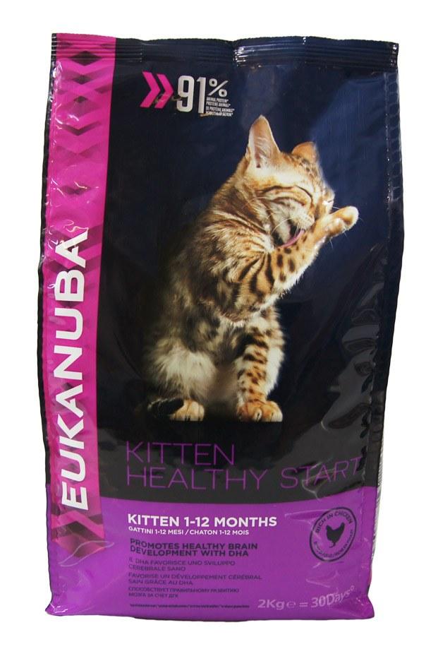 Корм сухой Eukanuba для котят, с курицей, 2 кг81061318Сухой корм Eukanuba является полноценным сбалансированным питанием для котят возрастом от 1 до 12 месяцев, также подходящий для беременных и кормящих кошек. Не содержит искусственных красителей, консервантов и вкусовых добавок. Особенности корма Eukanuba: - обеспечивает высококачественное питание для здорового роста и развития; - содержит важнейшие антиоксиданты, такие как витамин Е, поддерживающие здоровье иммунной системы; - содержит умеренно ферментируемые волокна (пульпу сахарной свеклы), улучшающие усвоение питательных веществ; - содержит ДКГ, которая обеспечивает правильное формирование мозга и развитие зрения у котят; - содержит оптимально сбалансированный комплекс жирных кислот омега-3 и омега-6 для поддержания здоровья кожи и шерсти; - содержит кальций и другие важнейшие минералы, способствующие развитию костей. Сухой корм Eukanuba содержит только натуральные компоненты, которые необходимы для полноценного и...
