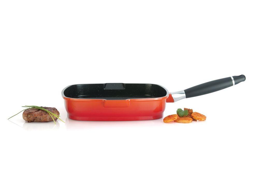 Сковорода-гриль BergHOFF Virgo, с антипригарным покрытием, со съемной ручкой, цвет: красный, оранжевый, 24 х 24 см8500137Сковорода-гриль BergHOFF Virgo изготовлена из литого алюминия, который имеет эффект чугунной посуды. В отличие от чугуна, посуда из алюминия легче по весу и быстро нагревается, что гарантирует сбережение энергии. Внутреннее покрытие - экологически безопасное антипригарное покрытие Ferno Pfao Free, которое не содержит ни свинца, ни кадмия. Антипригарные свойства посуды позволяют готовить без жира и подсолнечного масла или с его малым количеством. Ручка выполнена из бакелита с покрытием Soft- touch, она имеет комфортную эргономичную форму и не нагревается в процессе эксплуатации. Ручка съемная, что позволяет использовать сковороду для приготовления пищи в духовке. Также это удобно для хранения. Рифленая поверхность сковороды имитирует решетку гриль и образует аппетитную корочку, при этом жир стекает в желобки, не давая продуктам контактировать с ним, что обеспечивает приготовление здоровой пищи. Сковорода также снабжена носиками для слива масла. Подходит...