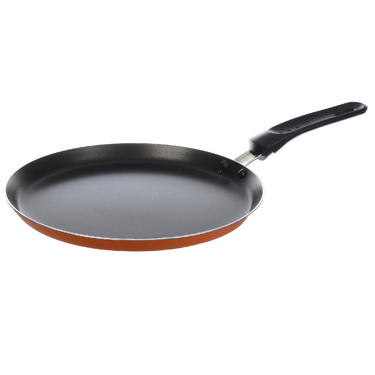 Сковорода блинная Miolla, с антипригарным покрытием, цвет: черный, оранжевый. Диаметр 25 см1007095UСковорода Miolla изготовлена из высококачественного алюминия. Антипригарное покрытие обеспечивает быстрый и равномерный нагрев. Кроме того, с таким покрытием пища не пригорает и не прилипает к стенкам, поэтому можно готовить с минимальным добавлением масла и жиров. Комфортная ручка из термостойкого бакелита предотвращает выскальзывание, даже если у вас мокрые руки. Внешнее покрытие очень прочное, обладает высокой термостойкостью, легко моется. Можно мыть в посудомоечной машине. Не подходит для СВЧ-печей. Диаметр (по верхнему краю): 25 см. Высота стенки: 2 см. Толщина стенки: 2 мм. Толщина дна: 3 мм. Длина ручки: 17,5 см.
